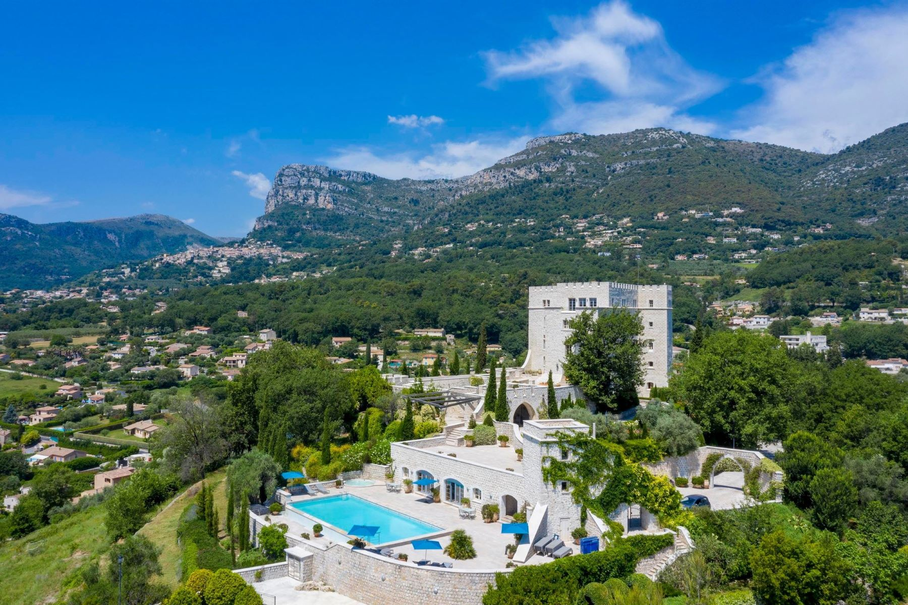"Single Family Homes por un Venta en Majestic historic ""Château"" situated near Nice - panoramic sea views Other Provence-Alpes-Cote D'Azur, Provincia - Alpes - Costa Azul 06640 Francia"
