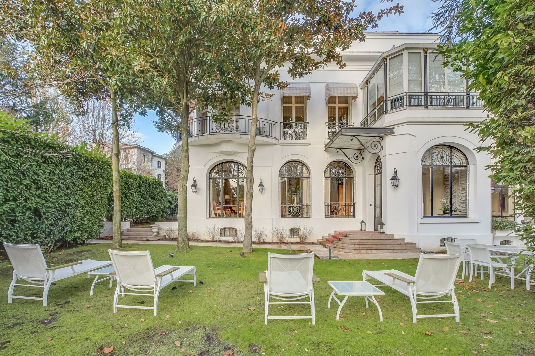 Single Family Homes for Active at A private mansion in the Villa Montmorency Paris, Ile-De-France 75016 France