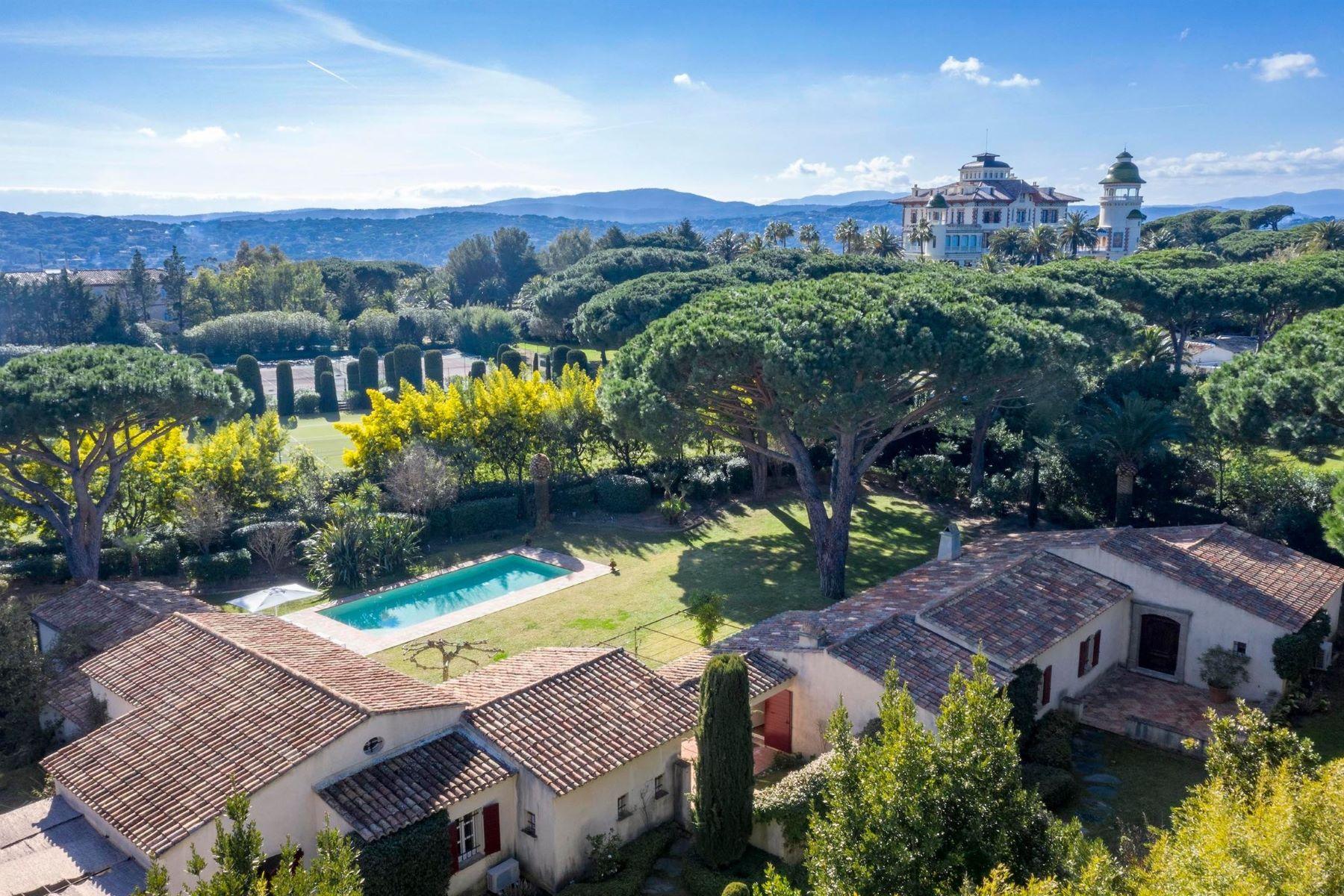 Single Family Homes por un Venta en Luxury villa for sale in St Tropez - Les Parcs de St-Tropez Saint Tropez, Provincia - Alpes - Costa Azul 83990 Francia