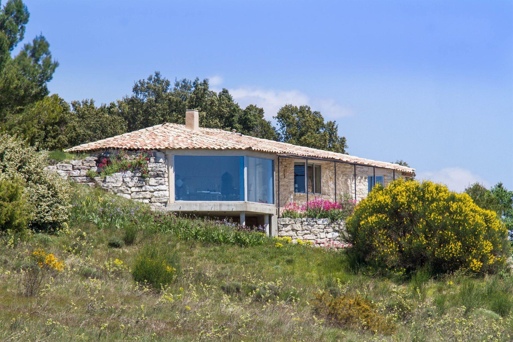 Single Family Homes por un Venta en Unobstructed view for this recent home Gordes, Provincia - Alpes - Costa Azul 84220 Francia