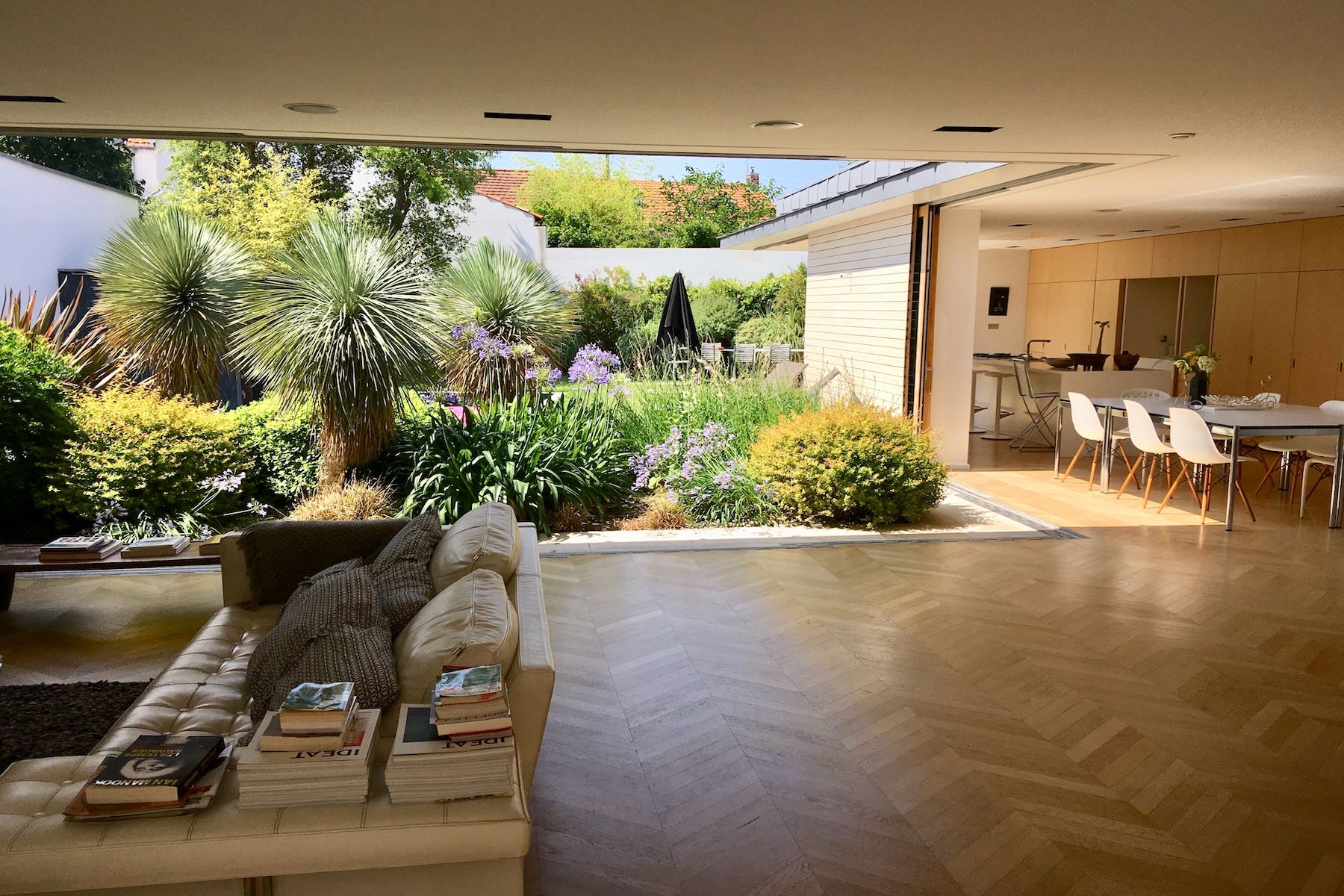 Single Family Homes por un Venta en La Rochelle - Contemporary Villa La Rochelle, Poitou-Charentes 17000 Francia
