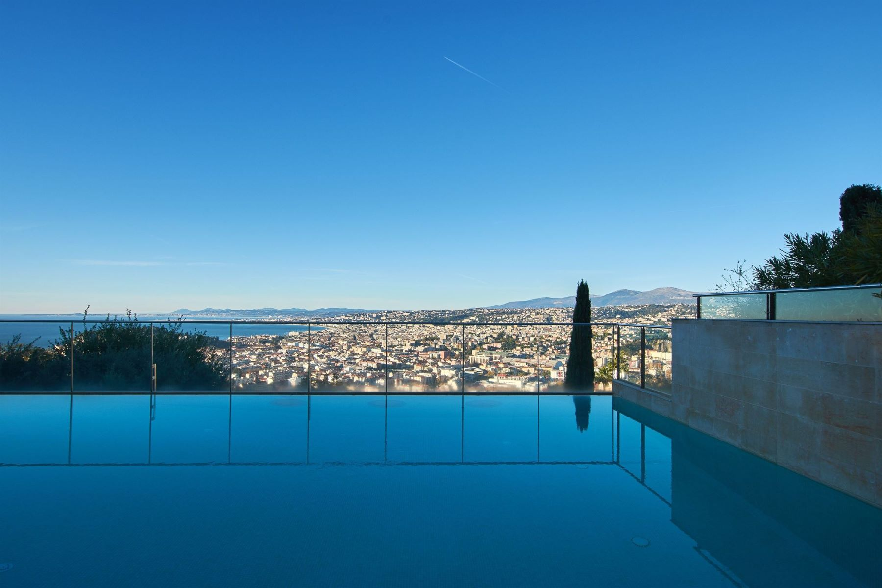 Apartments por un Venta en Quality apartment in a private gated domain in the hillside of Nice Mont Boron Nice, Provincia - Alpes - Costa Azul 06300 Francia