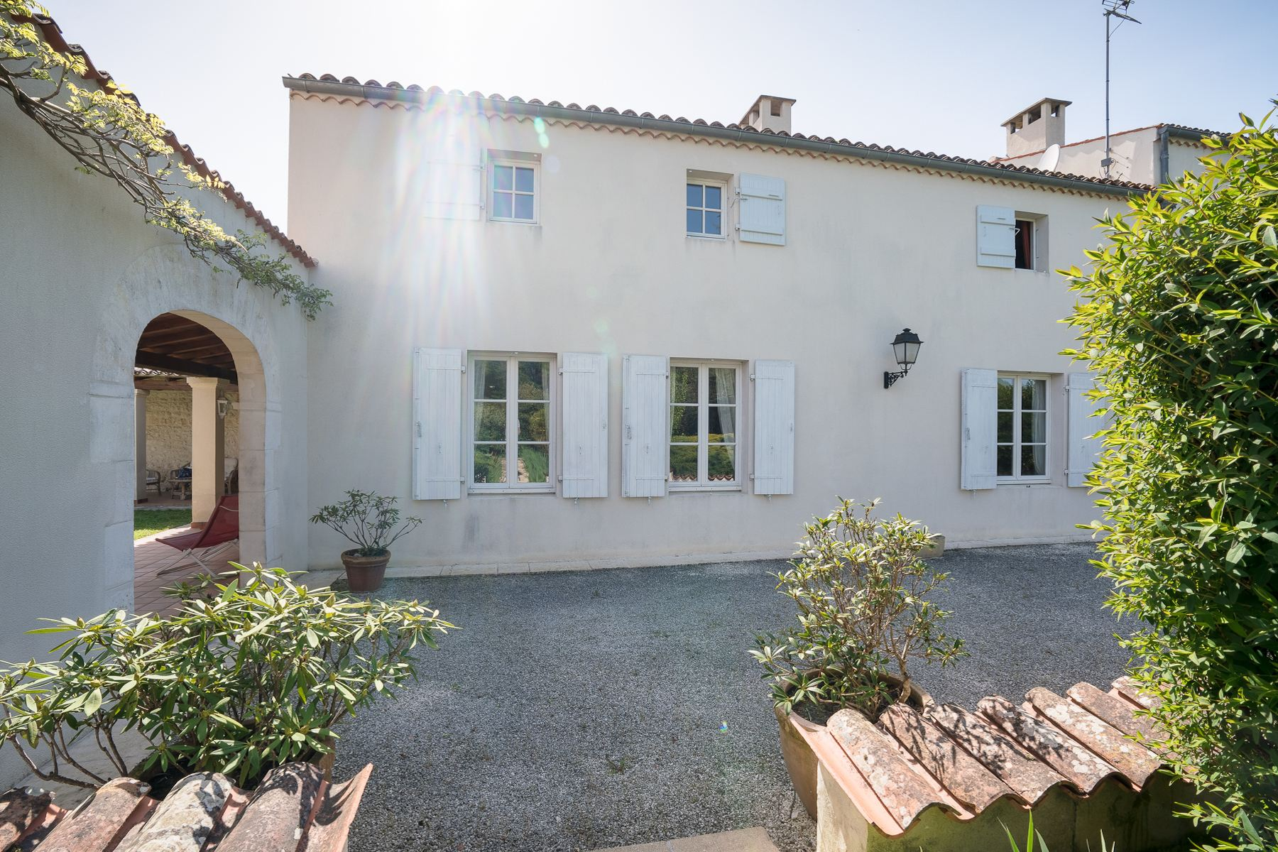 Single Family Homes por un Venta en Property between Saintes and Rochefort Saintes, Poitou-Charentes 17100 Francia
