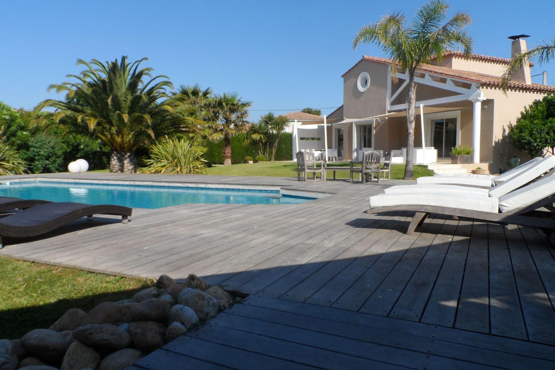 Частный односемейный дом для того Продажа на House Villelongue De La Salanque, Лангедок-Руссильон, 66410 Франция