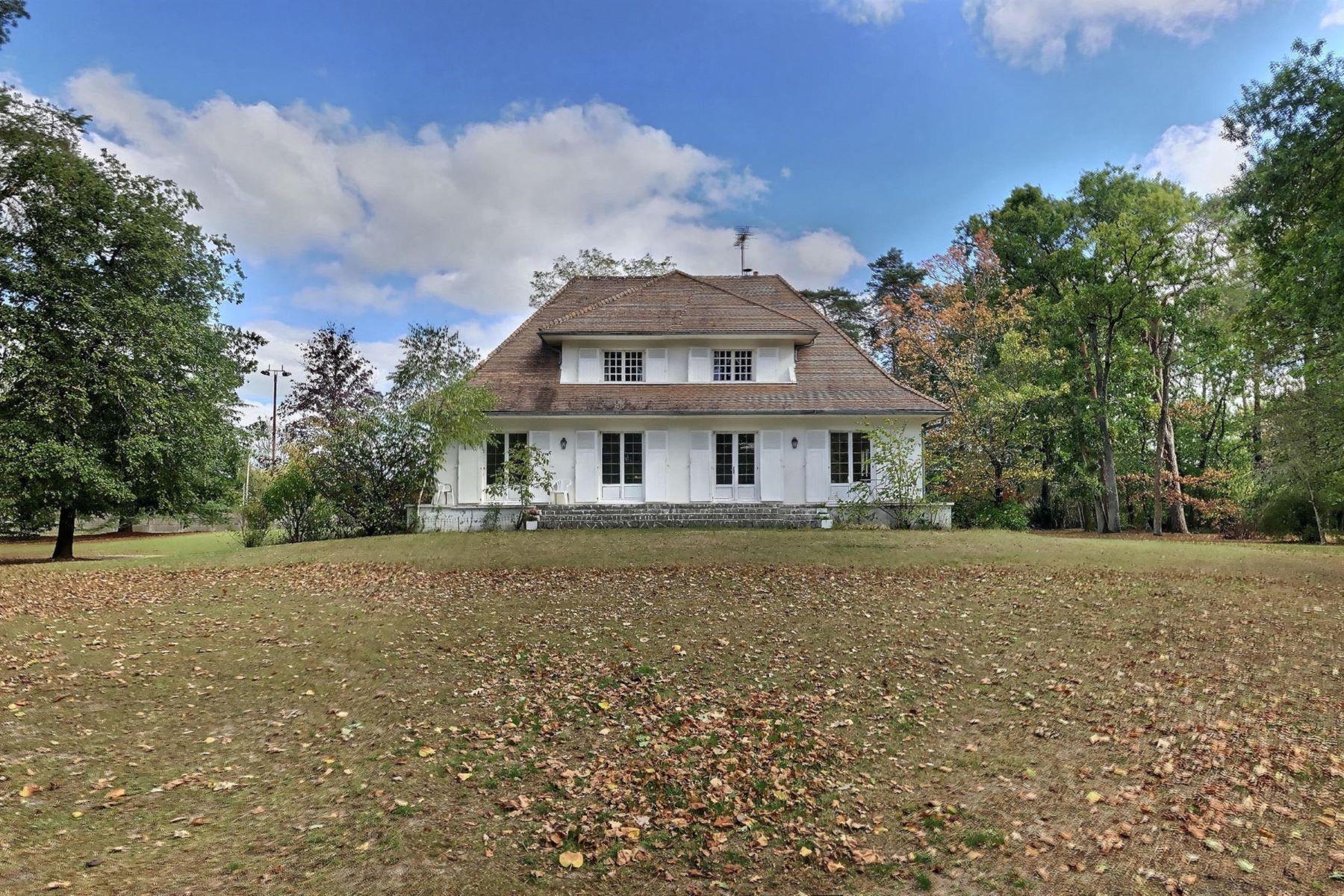 Single Family Homes for Active at Masion de 133 m2 sur un parc de 1h6 au coeur du village de la Ferté-Imbault. Salbris, Centre 41300 France