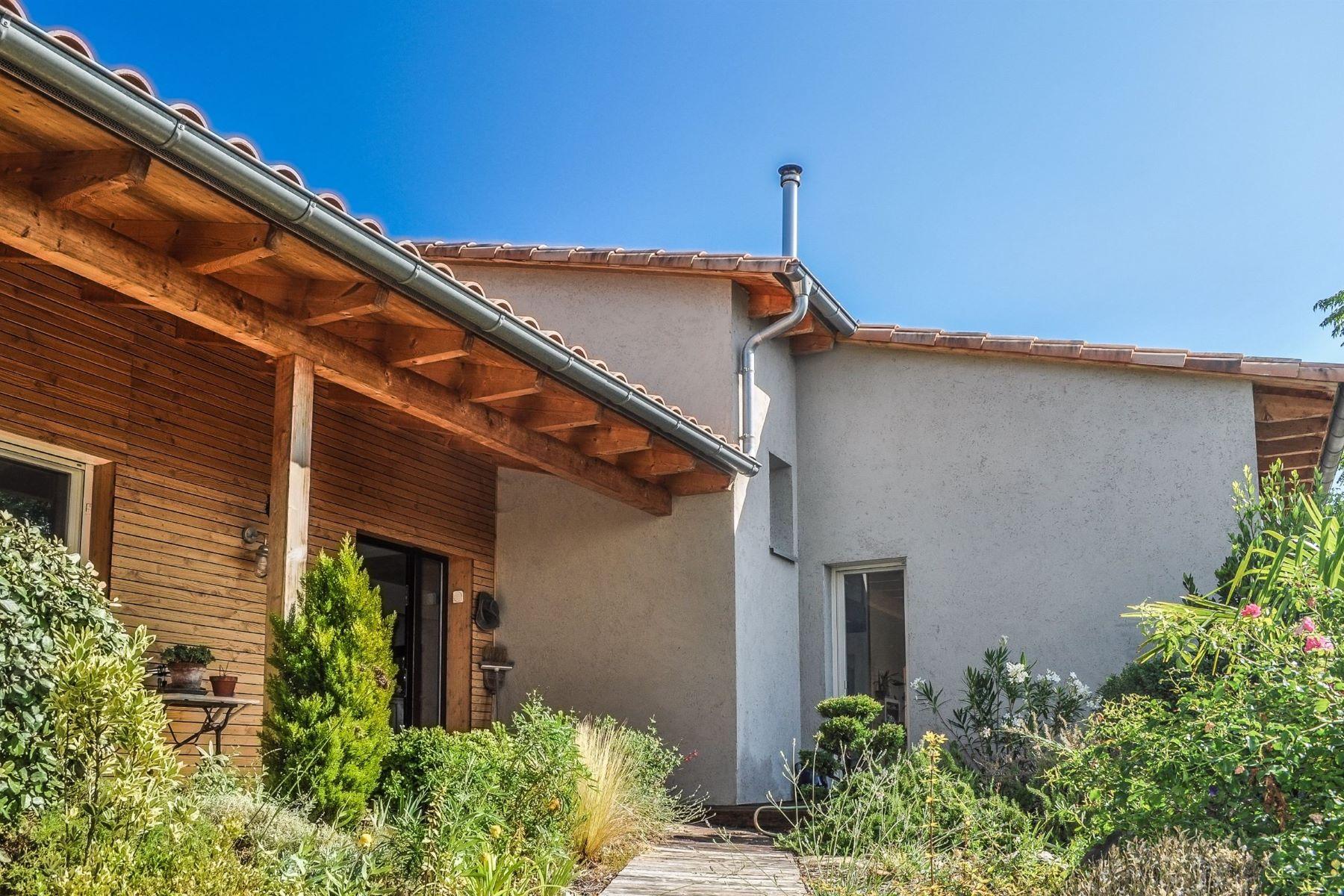 Single Family Homes por un Venta en Perched house, eco-friendly Crillon Le Brave, Provincia - Alpes - Costa Azul 84410 Francia