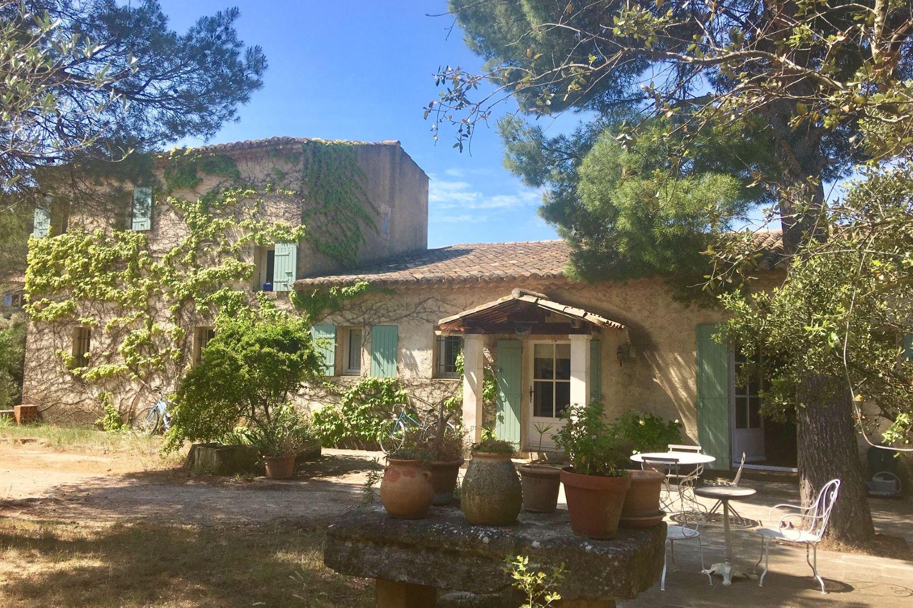 Single Family Homes por un Venta en Maison provençale située à Maussane Les Alpilles Maussane Les Alpilles, Provincia - Alpes - Costa Azul 13520 Francia