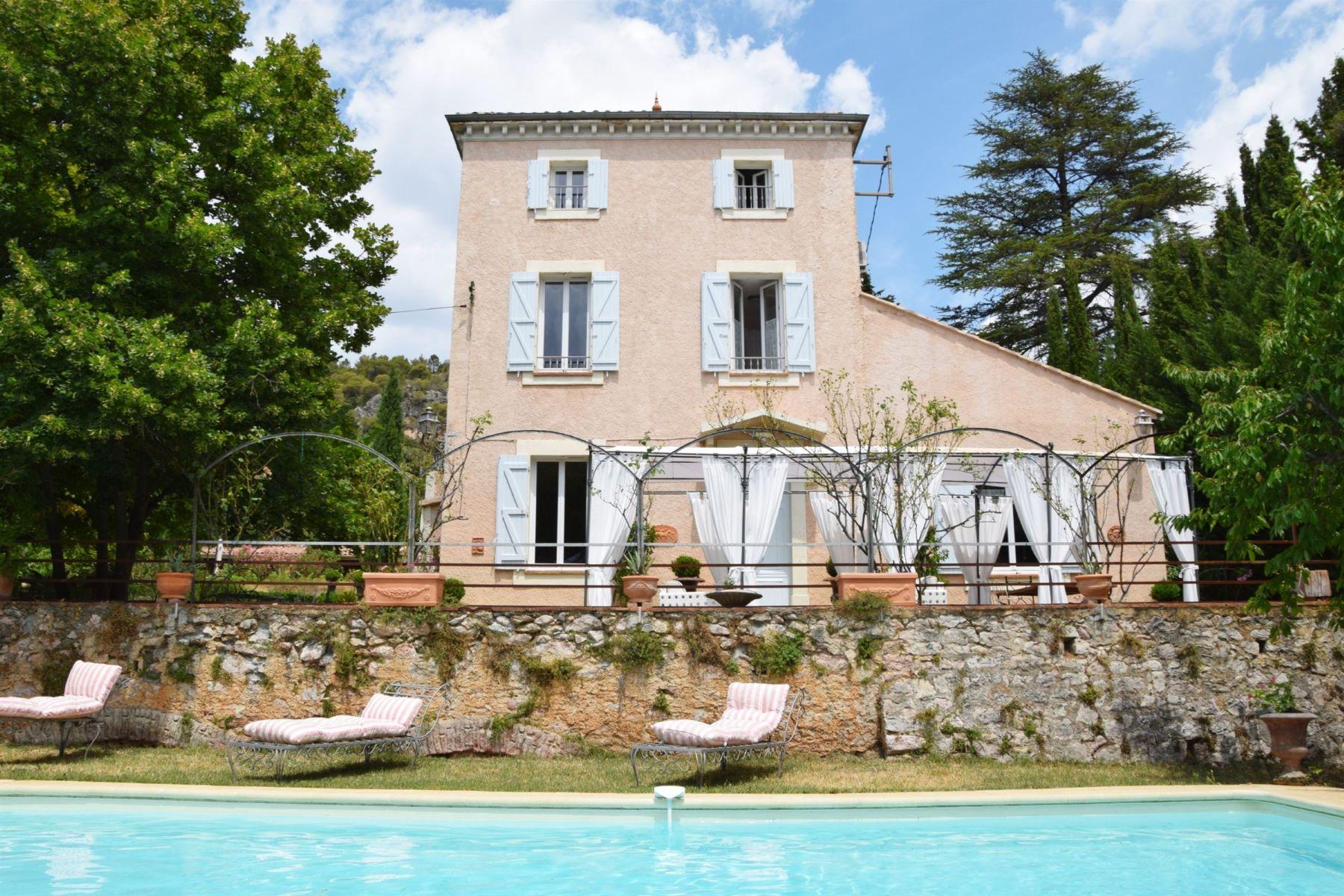 Single Family Homes por un Venta en Maison de Maître with apartment and swimming pool Villecroze, Provincia - Alpes - Costa Azul 83690 Francia
