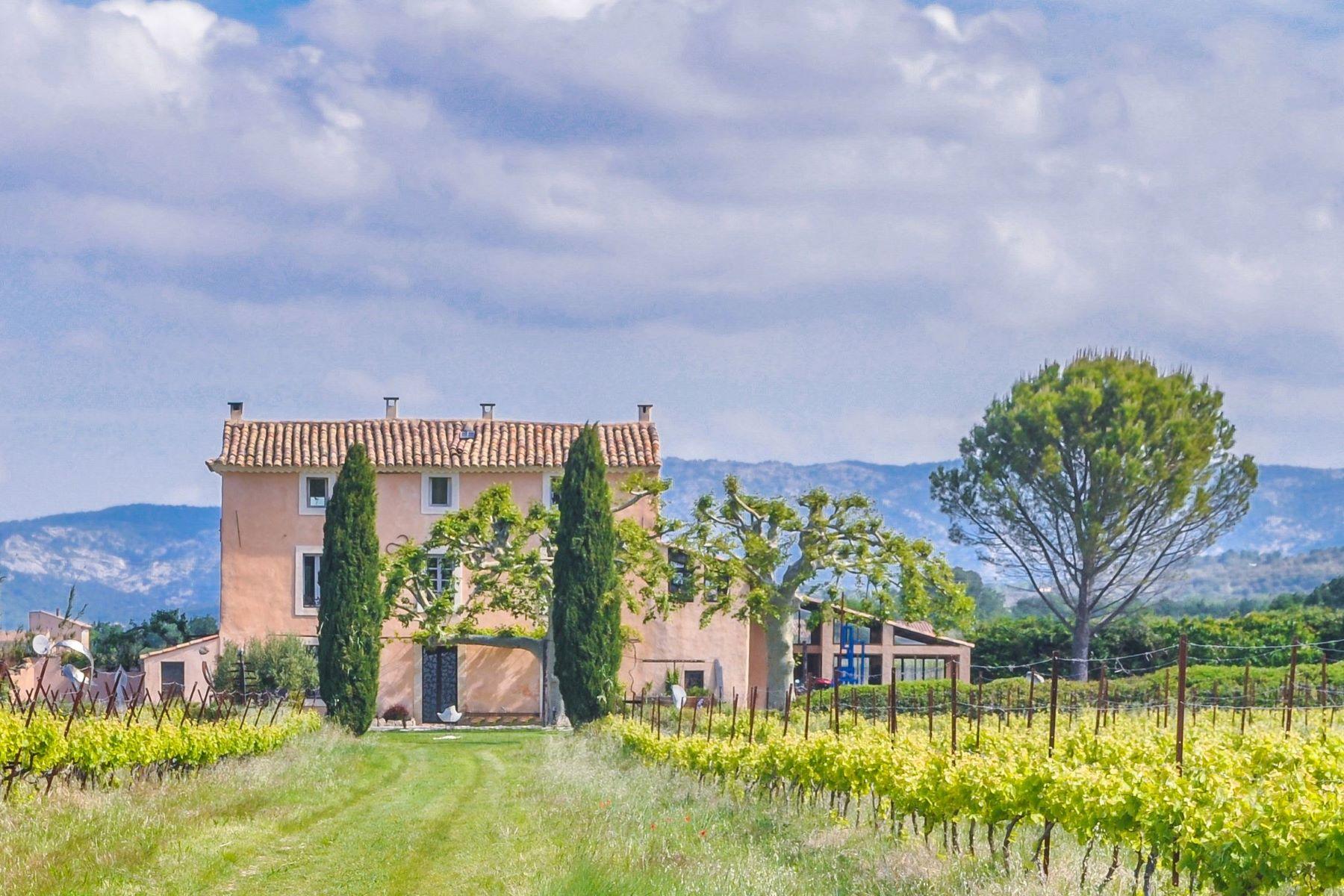 Single Family Homes por un Venta en Artist's Mas in the middle of vineyards Mormoiron, Provincia - Alpes - Costa Azul 84570 Francia