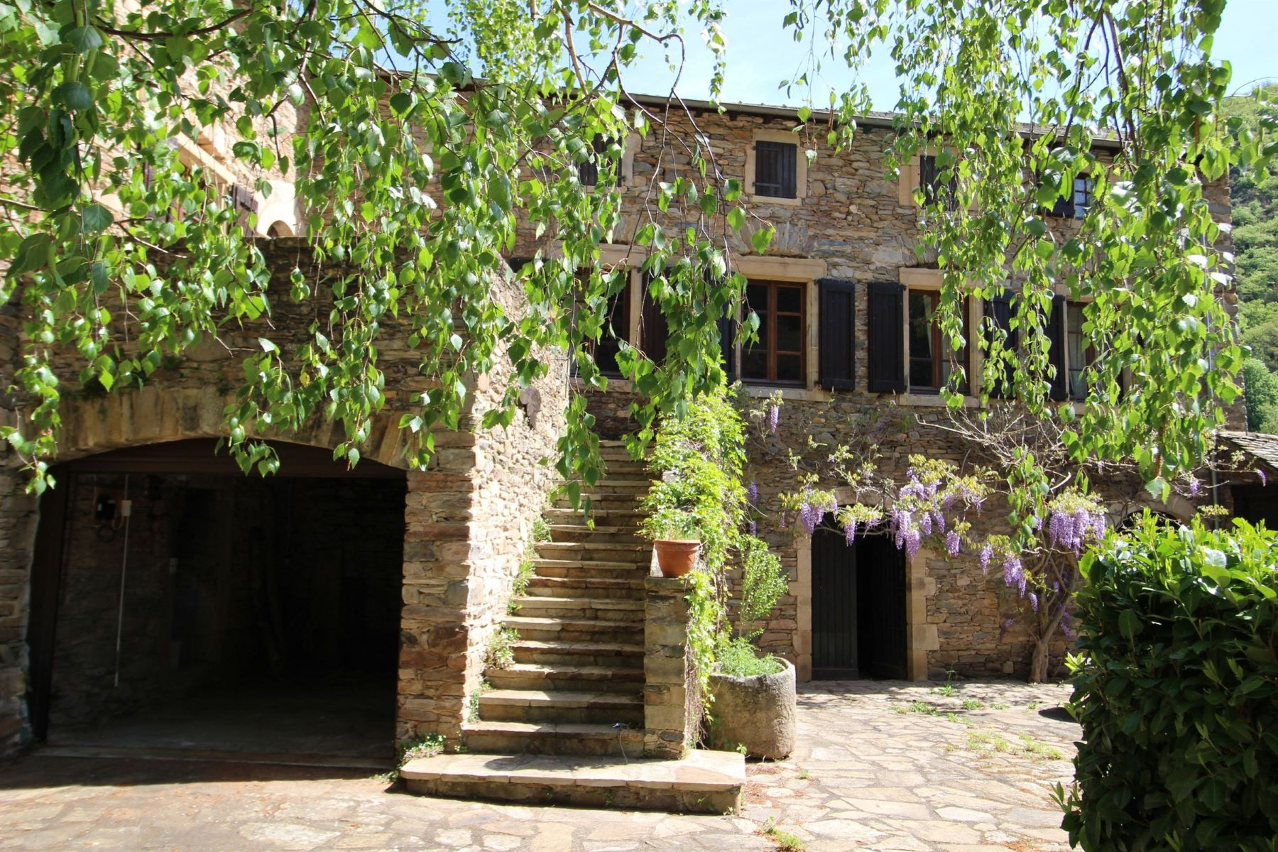 Single Family Homes for Sale at For sale - Classic Stone house in a village on the banks of the Tarn Requista, Midi Pyrenees 12170 France