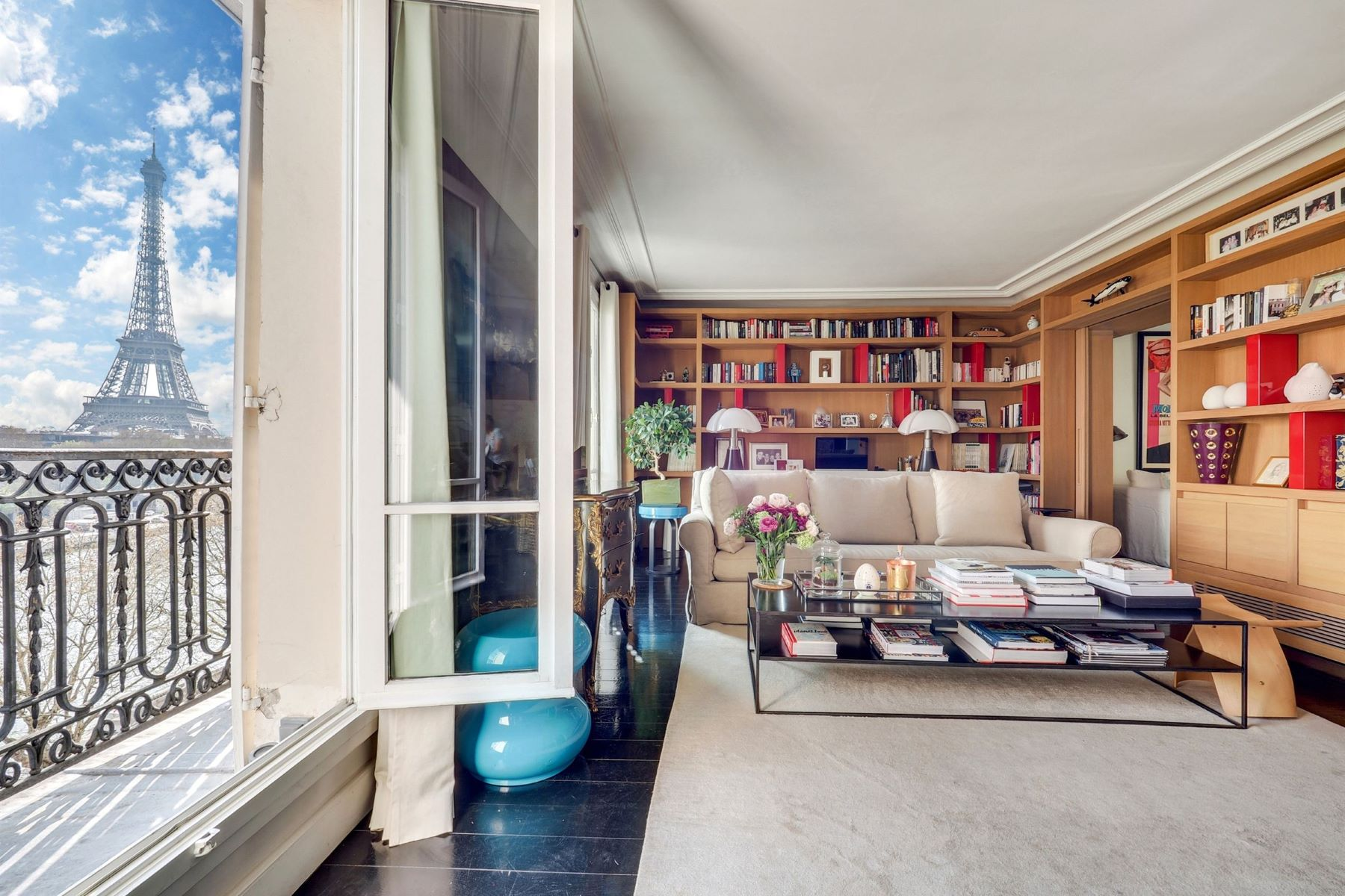 Duplex Homes for Sale at Alma / Marceau : Magnificent duplex with balcony overlooking the Seine Paris, Ile-De-France 75016 France