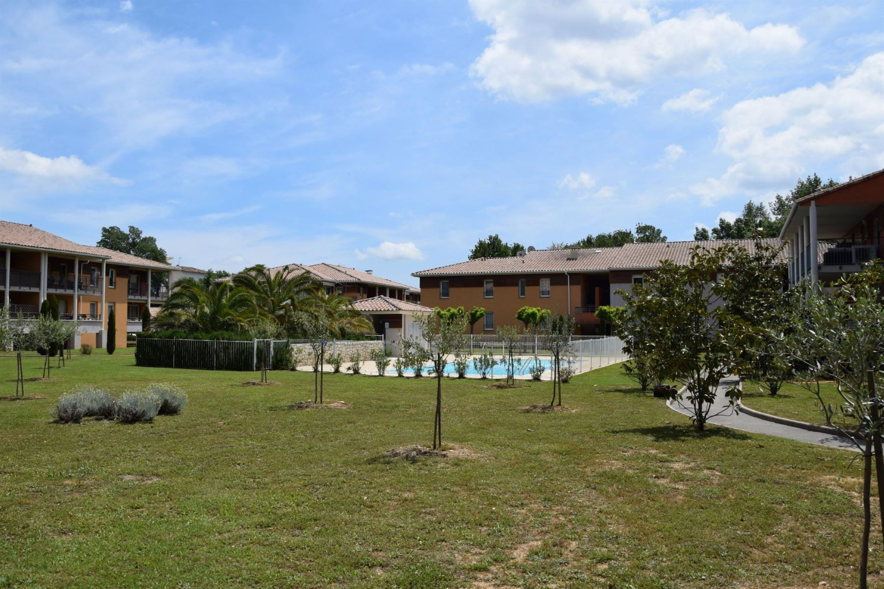 Apartments por un Venta en Apartment on parc of 3 Ha Draguignan, Provincia - Alpes - Costa Azul 83300 Francia