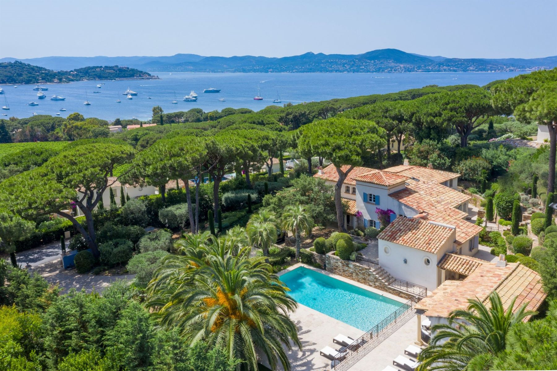 Single Family Homes por un Venta en Luxury villa in a private domain in Saint Tropez - sea view Saint Tropez, Provincia - Alpes - Costa Azul 83990 Francia