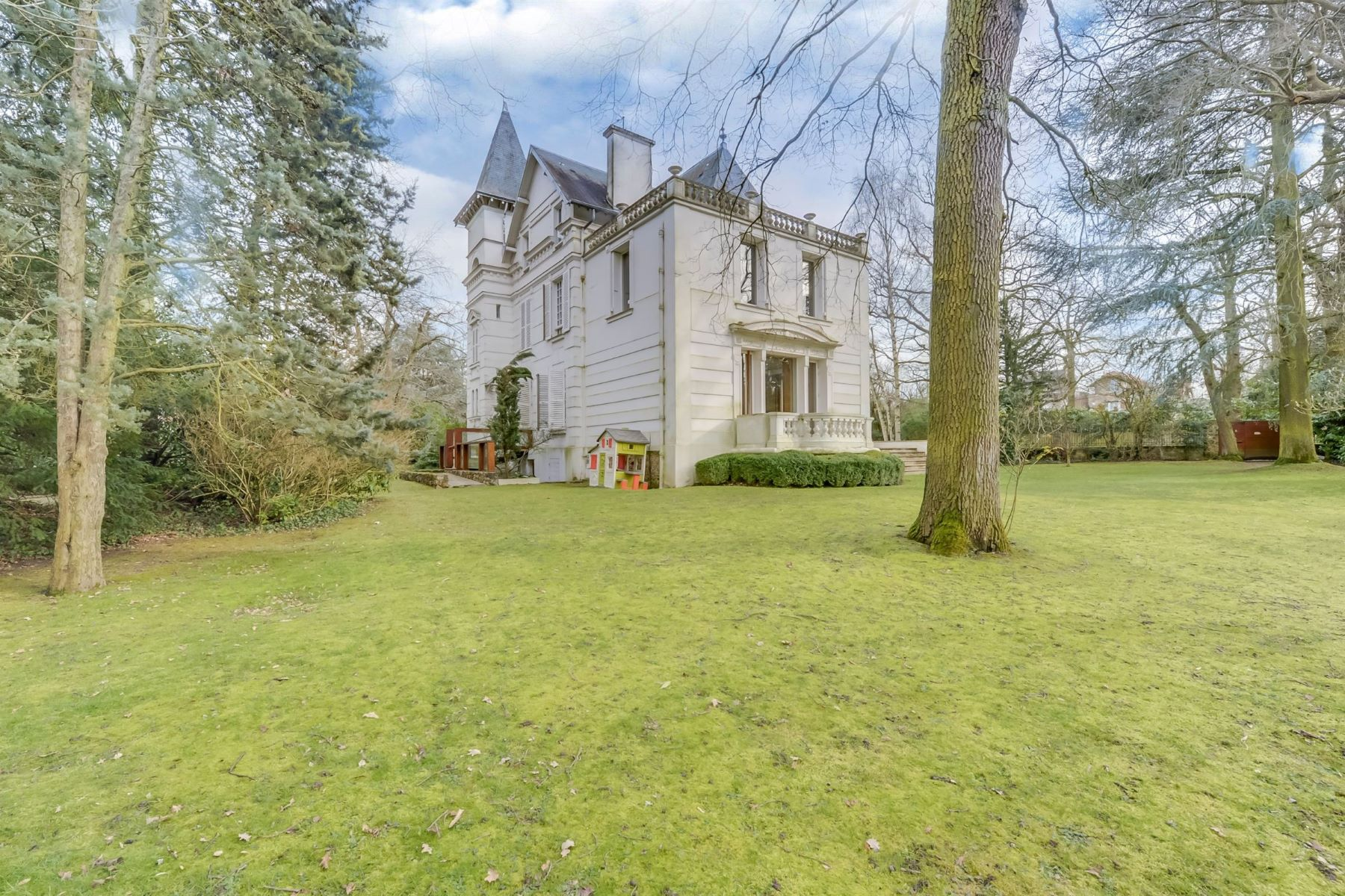 Single Family Home for Sale at Elegant 450 sq.m private mansion for sale Vaucresson with superb park Vaucresson, Ile-De-France, 92420 France
