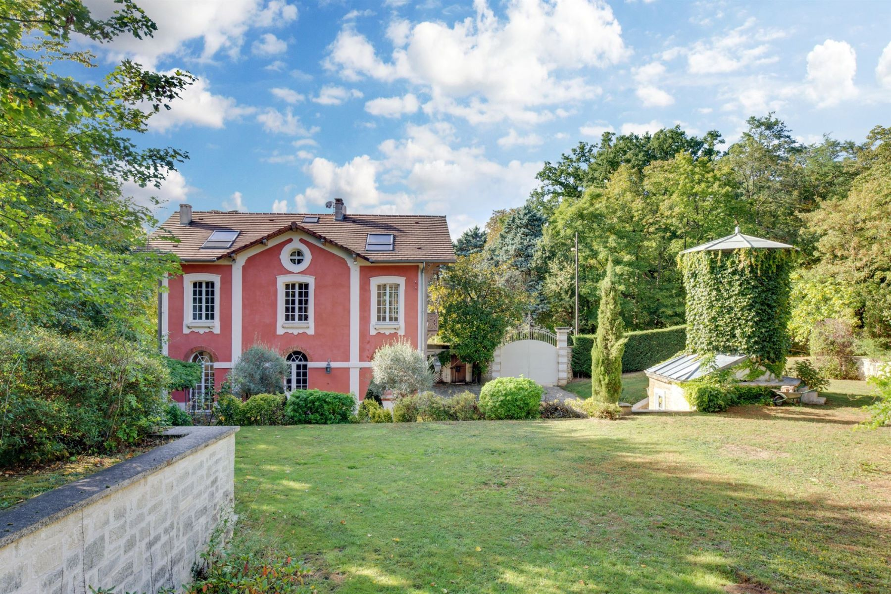 Single Family Homes for Active at Prestigious property in Louveciennes Louveciennes, Ile-De-France 78430 France