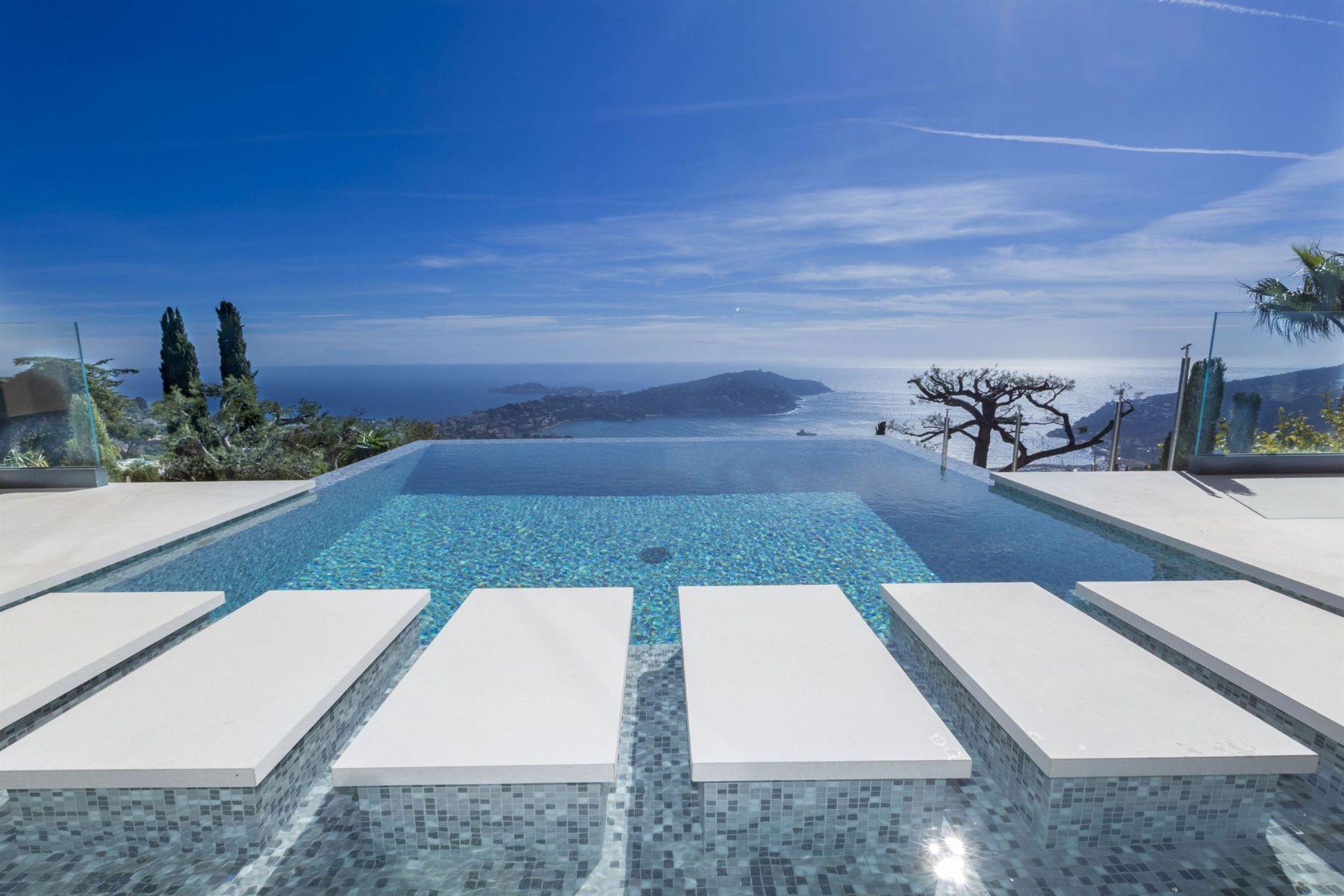 Single Family Homes por un Venta en Luxurious contemporary style villa overlooking the bay of Villefranche sur Mer Villefranche Sur Mer, Provincia - Alpes - Costa Azul 06230 Francia