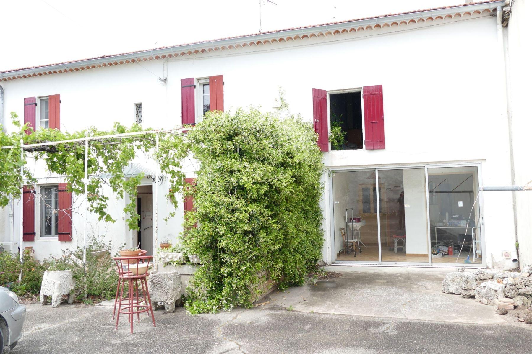 Single Family Homes por un Venta en House Eyragues, Provincia - Alpes - Costa Azul 13630 Francia