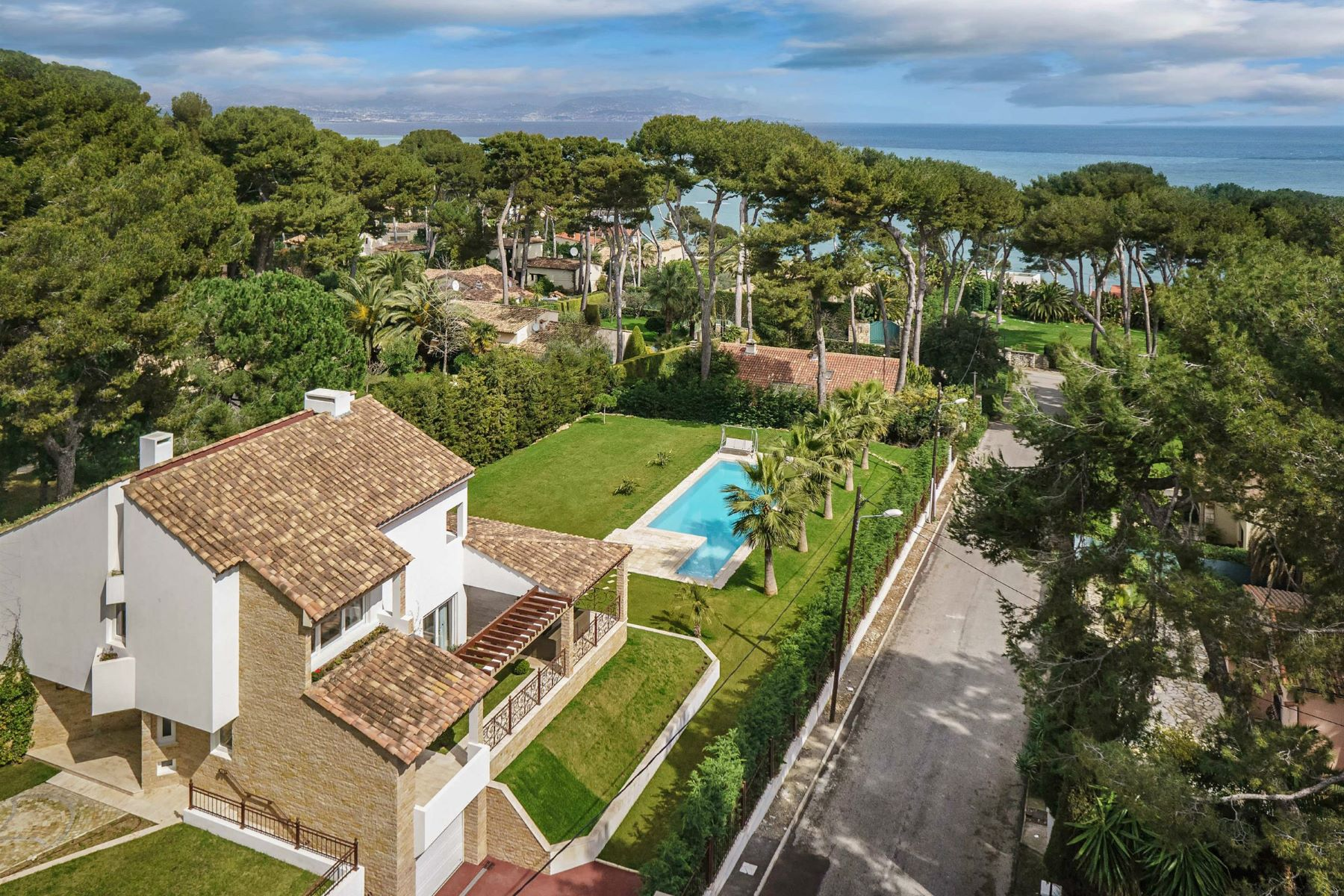 Single Family Home for Sale at An Oasis in the heart of the Cap d'Antibes Other Provence-Alpes-Cote D'Azur, Provence-Alpes-Cote D'Azur, 06160 France