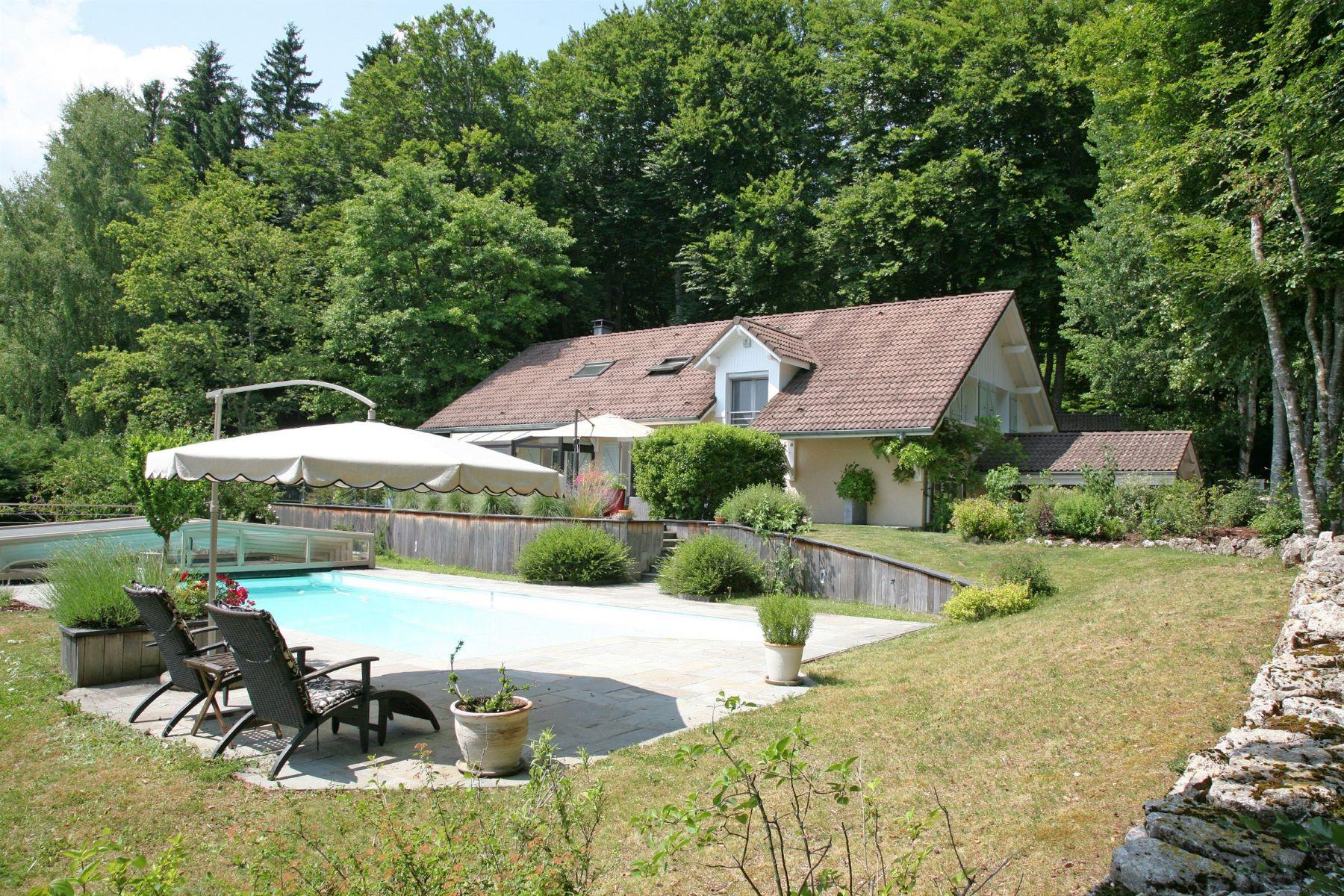 Single Family Home for Sale at Belle villa de charme avec piscine et vue panoramique sur les montagnes Cruseilles, Rhone-Alpes, 74350 France
