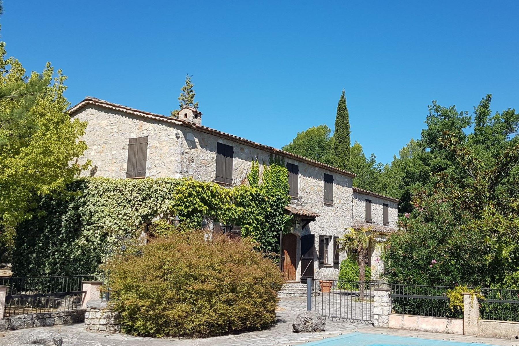 Single Family Homes por un Venta en Stone built Property of 32.670 m² Callian, Provincia - Alpes - Costa Azul 83440 Francia