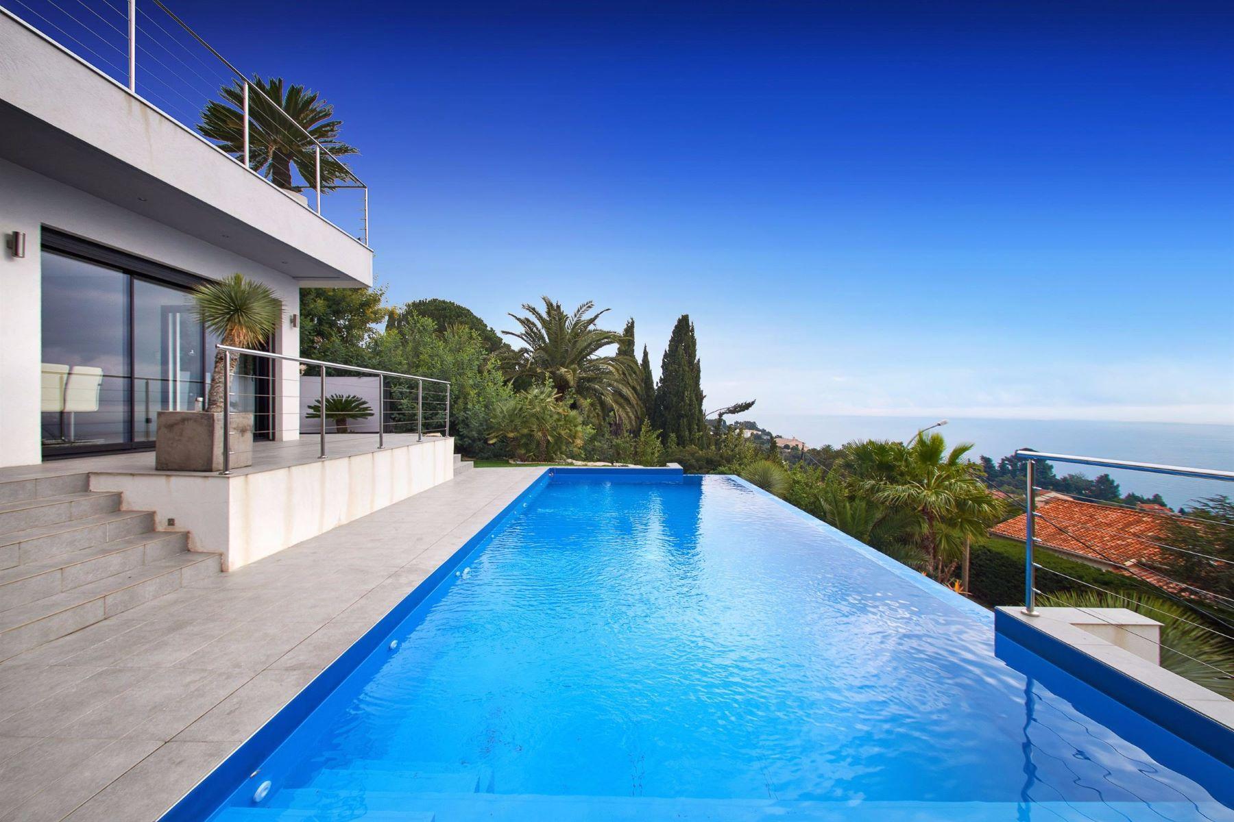 独户住宅 为 销售 在 Les Issambres - new contemporary villa enjoying a panormic sea view Les Issambres, 普罗旺斯阿尔卑斯蓝色海岸, 83380 法国