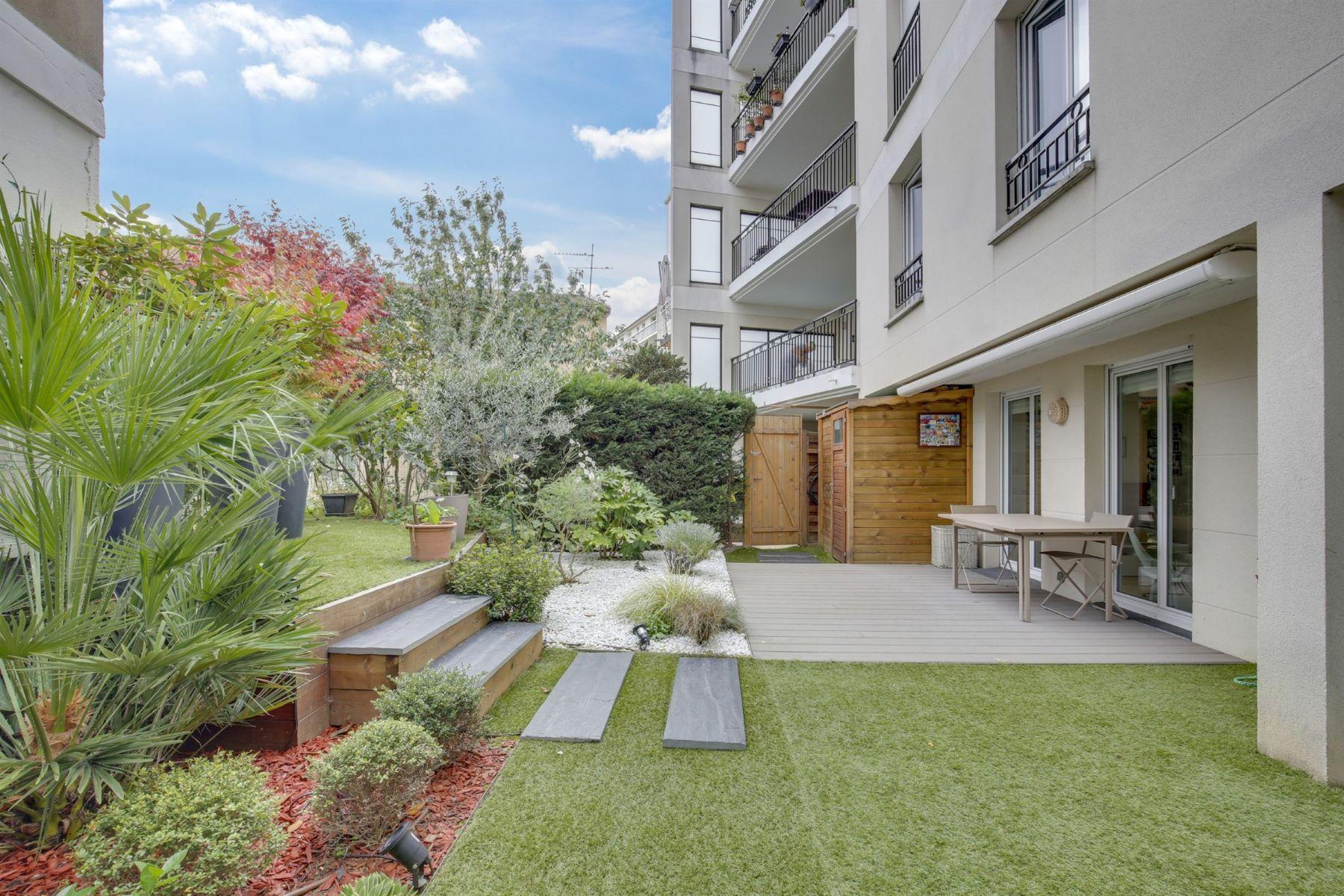 Apartments for Active at Elegant apartment in Puteaux Puteaux, Ile-De-France 92800 France