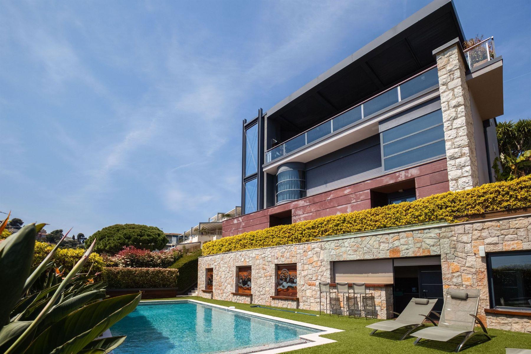 Single Family Homes por un Venta en Luxury home with sea views located in Villefranche sur Mer Villefranche Sur Mer, Provincia - Alpes - Costa Azul 06230 Francia