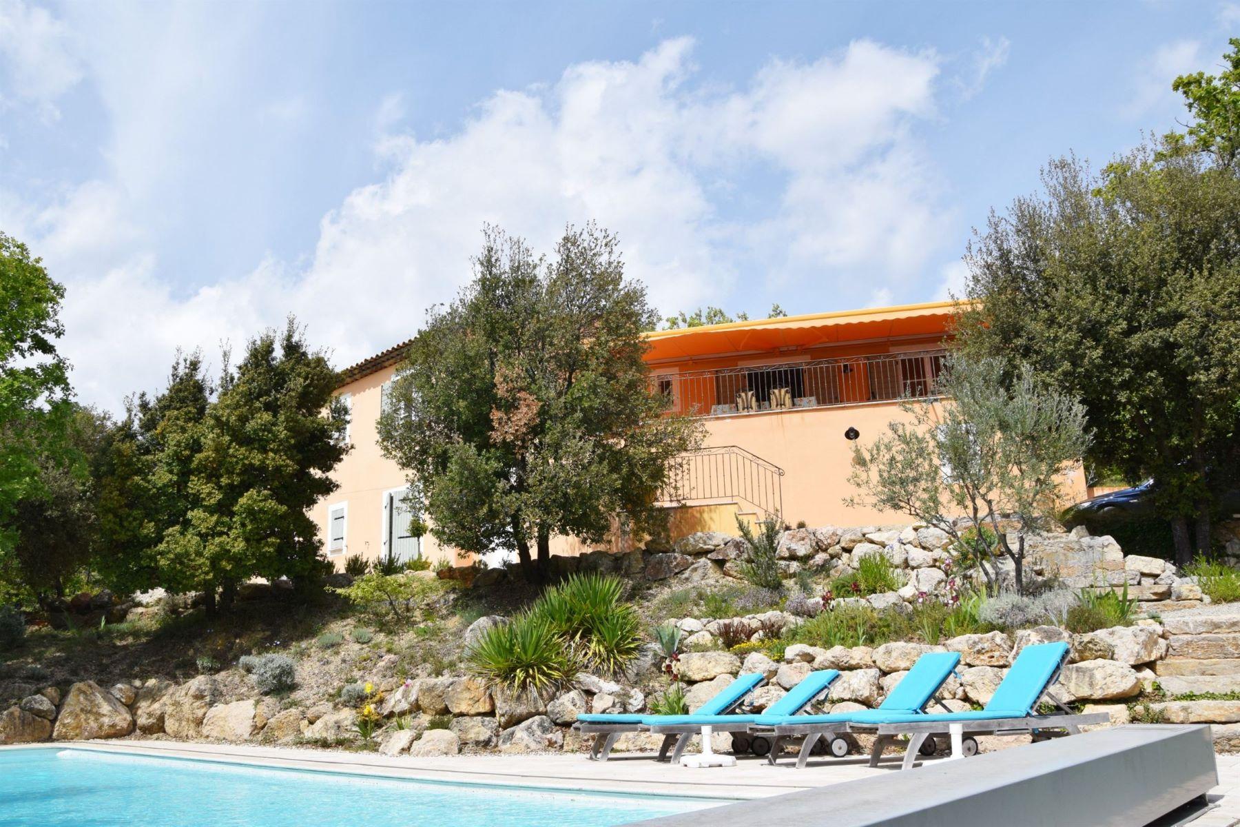 Single Family Homes por un Venta en UNDER OFFER; Villa with phenomal views Tourtour, Provincia - Alpes - Costa Azul 83690 Francia