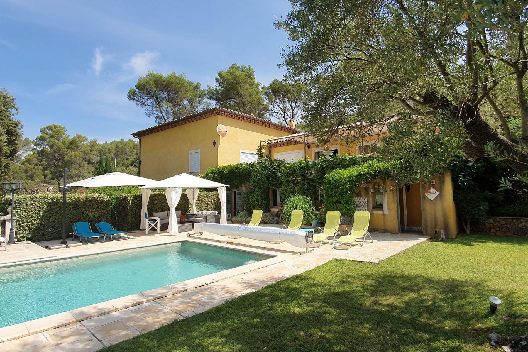 Single Family Homes por un Venta en Villa (272 m²) with Pool Taradeau, Provincia - Alpes - Costa Azul 83460 Francia