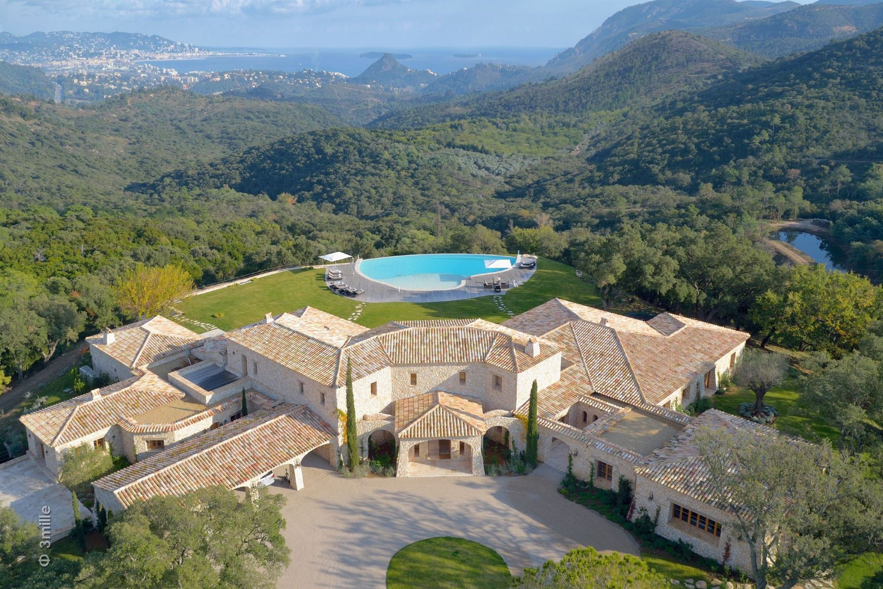 Single Family Homes por un Venta en Magnificent provencal domain with views over the bay of Cannes - luxury estate Les Adrets De L Esterel, Provincia - Alpes - Costa Azul 83600 Francia