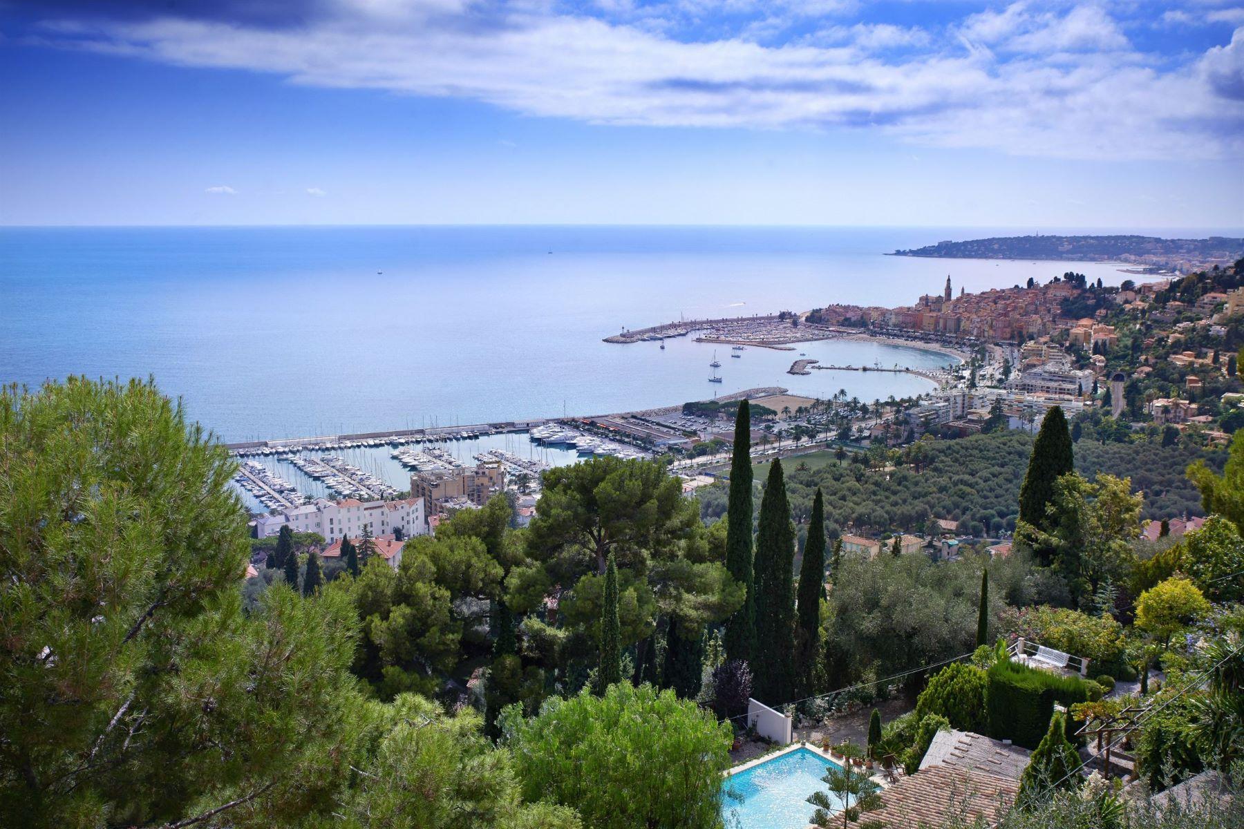 Single Family Homes por un Venta en Modern villa with fantastic sea views Menton, Provincia - Alpes - Costa Azul 06500 Francia