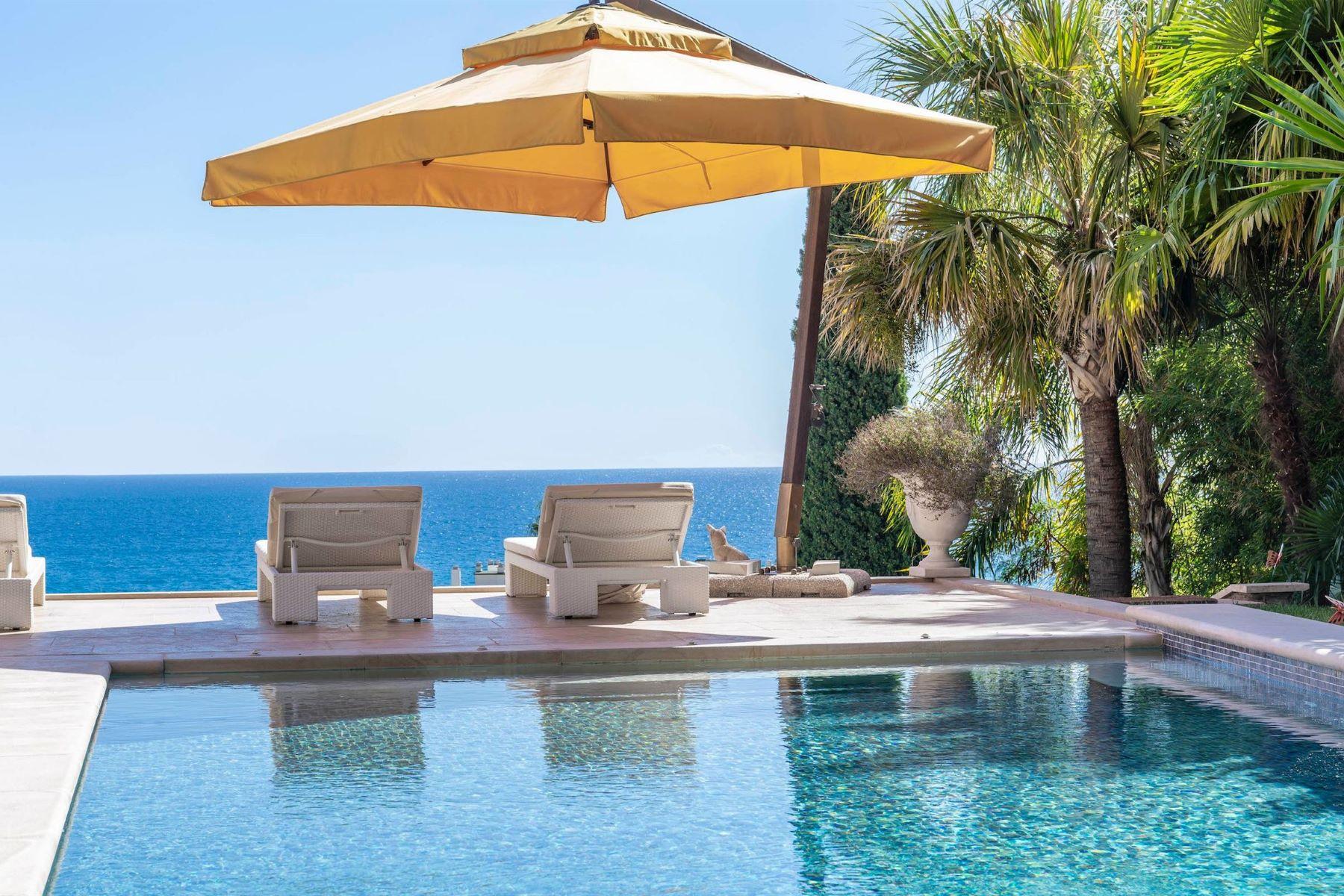 Single Family Homes por un Venta en Stunning Modern design villa in a secure private domain Menton, Provincia - Alpes - Costa Azul 06500 Francia