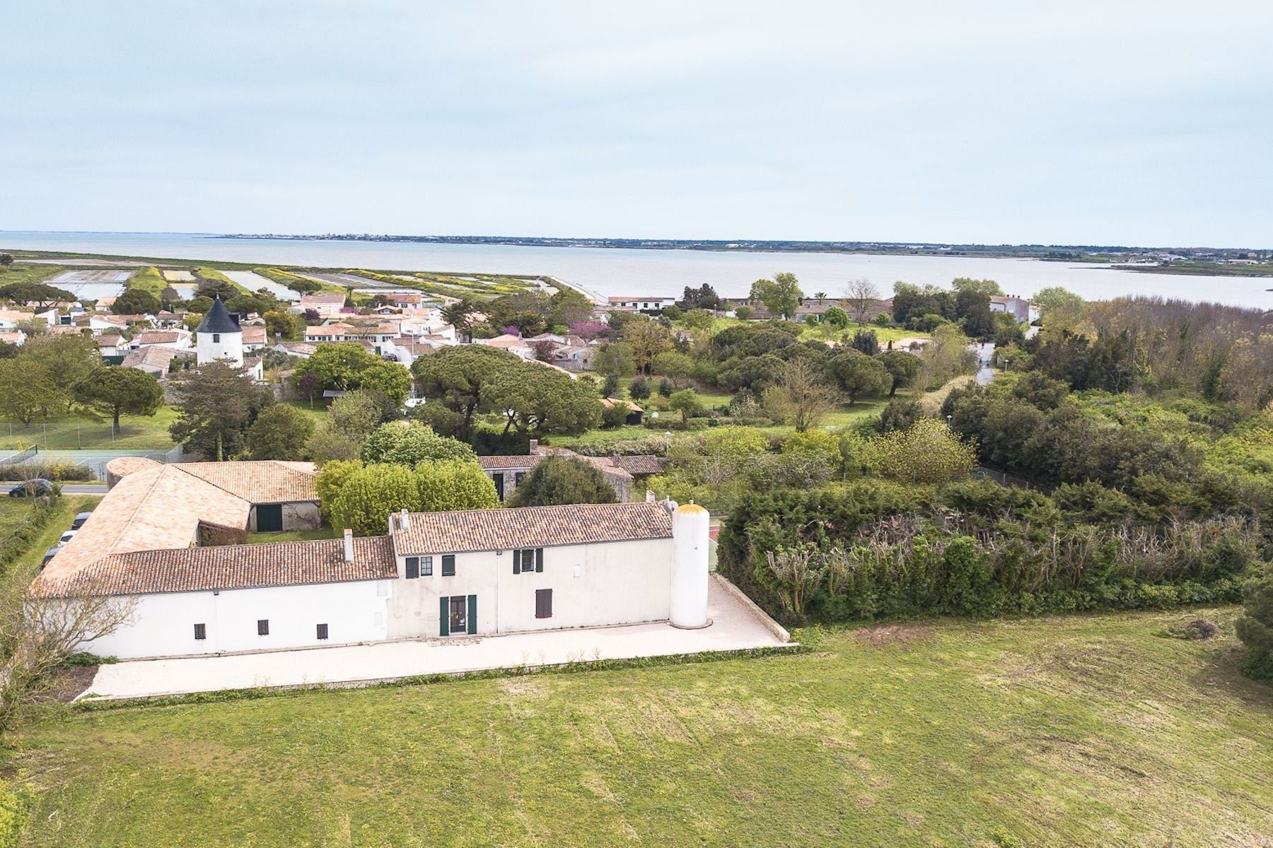 Single Family Homes por un Venta en Ile de Ré - Loix - beautiful built Loix, Poitou-Charentes 17111 Francia