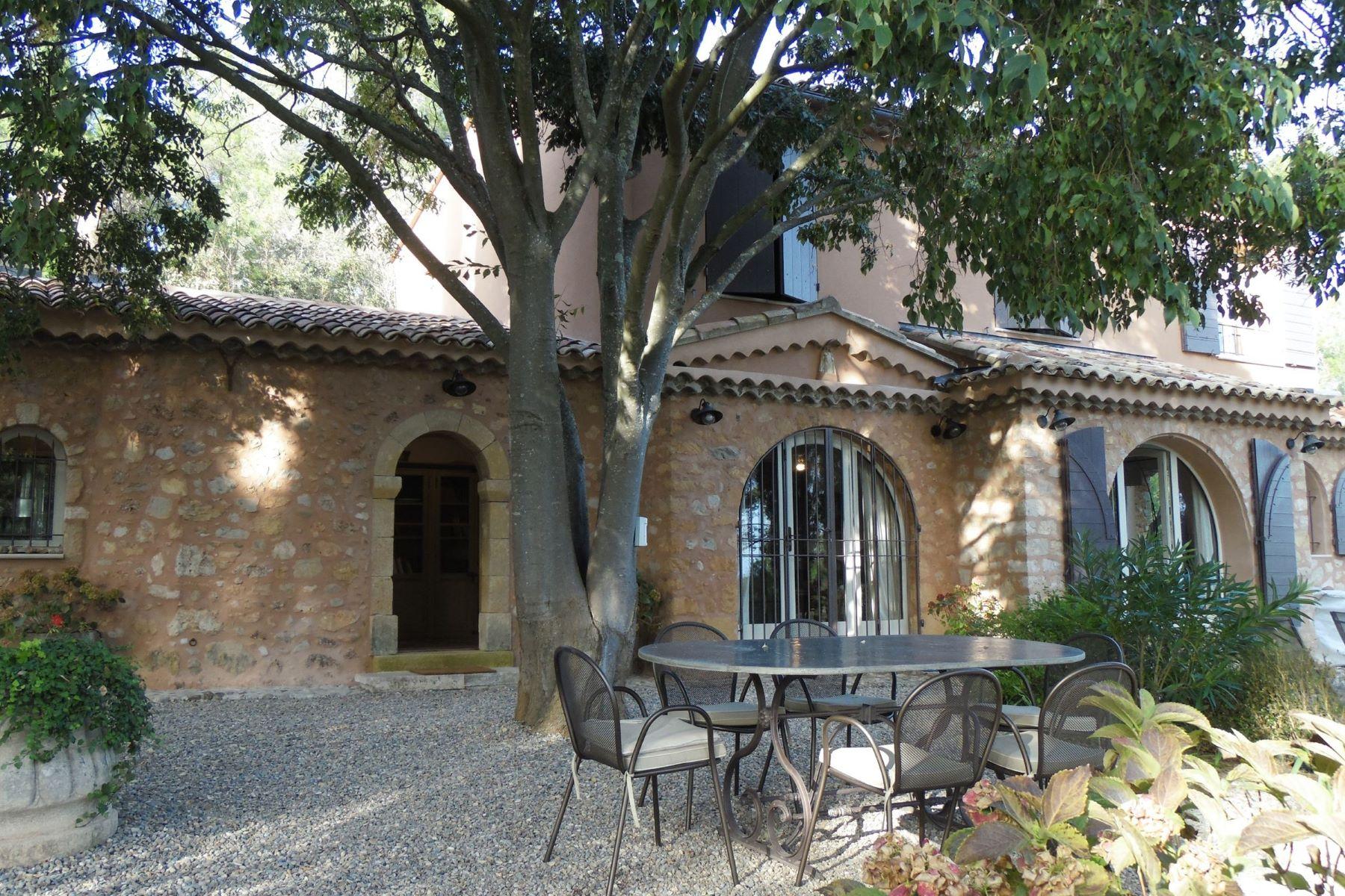 Single Family Homes por un Venta en Beautiful place Aix-En-Provence, Provincia - Alpes - Costa Azul 13100 Francia