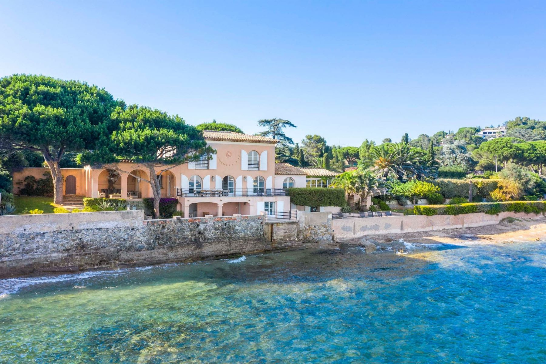 Single Family Homes por un Venta en Waterfront villa close to Saint-Tropez Grimaud, Provincia - Alpes - Costa Azul 83310 Francia