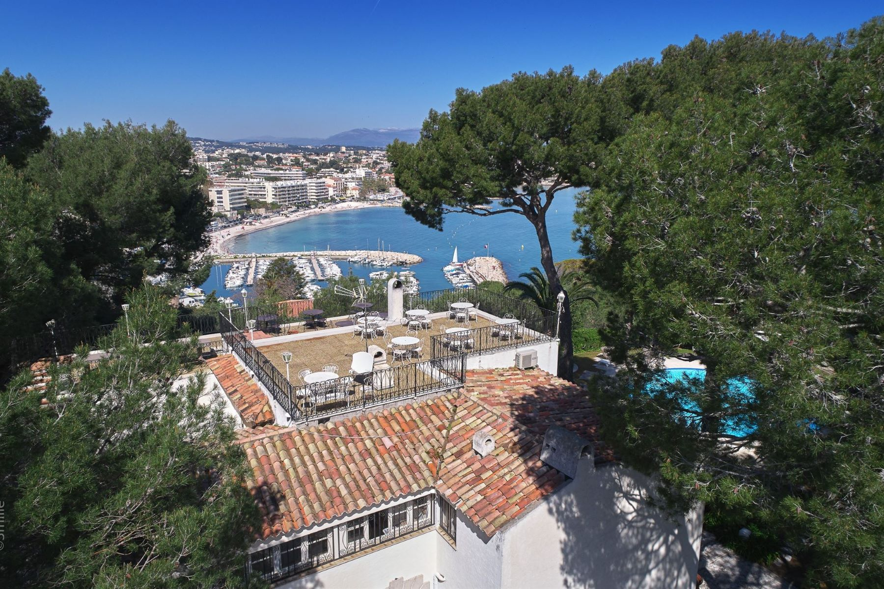 Single Family Homes for Sale at Villa with a renovation project - sea views - Cap d'Antibes Cap D'Antibes, Provence-Alpes-Cote D'Azur 06160 France