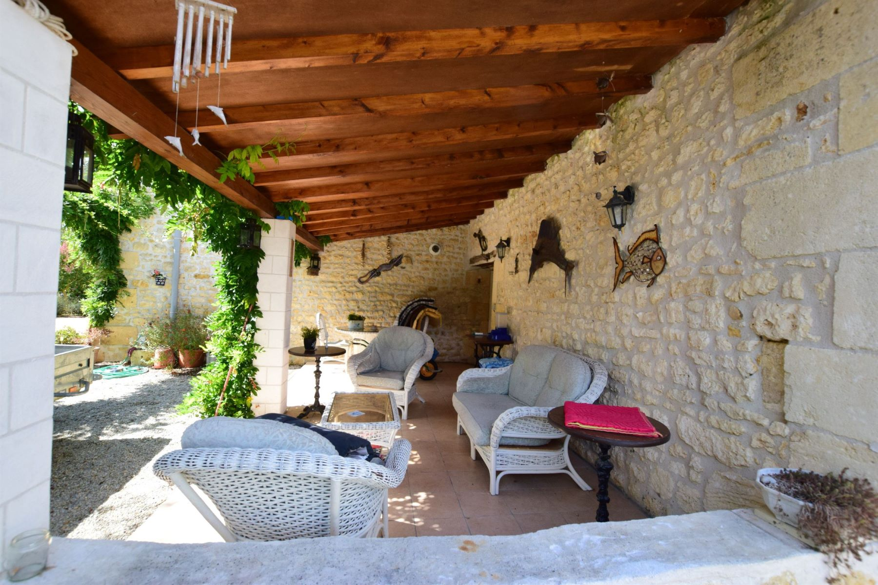 Additional photo for property listing at Charentaise stone house with pool  Gemozac, Poitou-Charentes 17260 France
