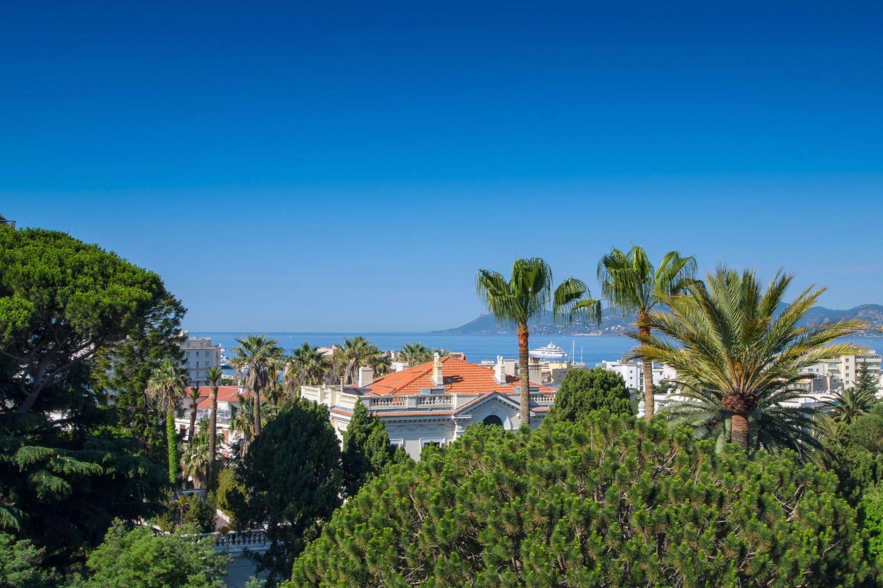 Квартира для того Продажа на Top floor apartment with sea view Cannes, Прованс-Альпы-Лазурный Берег, 06400 Франция