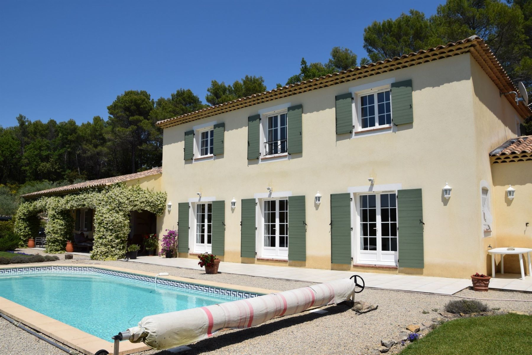Single Family Homes por un Venta en Provencal Villa Draguignan, Provincia - Alpes - Costa Azul 83300 Francia
