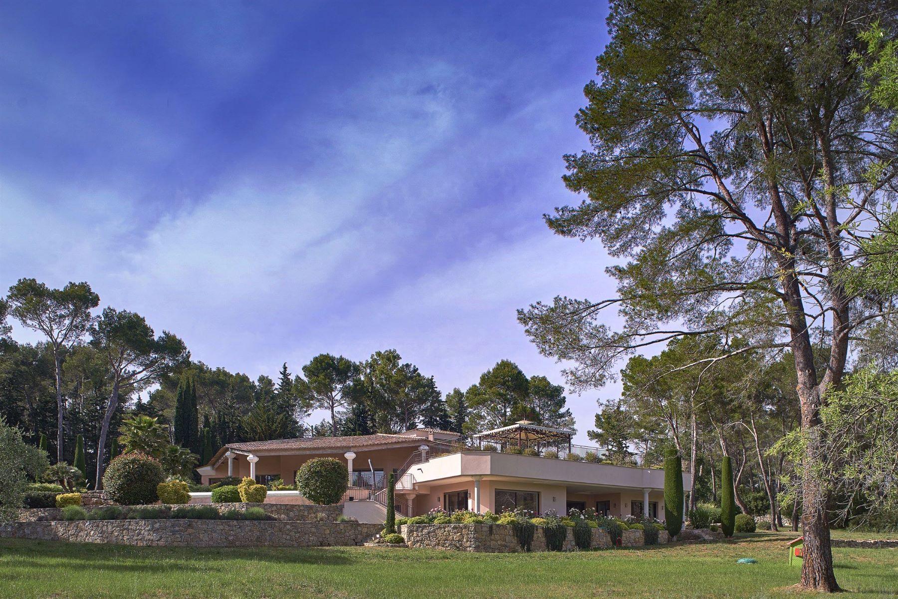 Single Family Homes por un Venta en Provençal style property nestled in a 3.2ha land Mougins, Provincia - Alpes - Costa Azul 06250 Francia