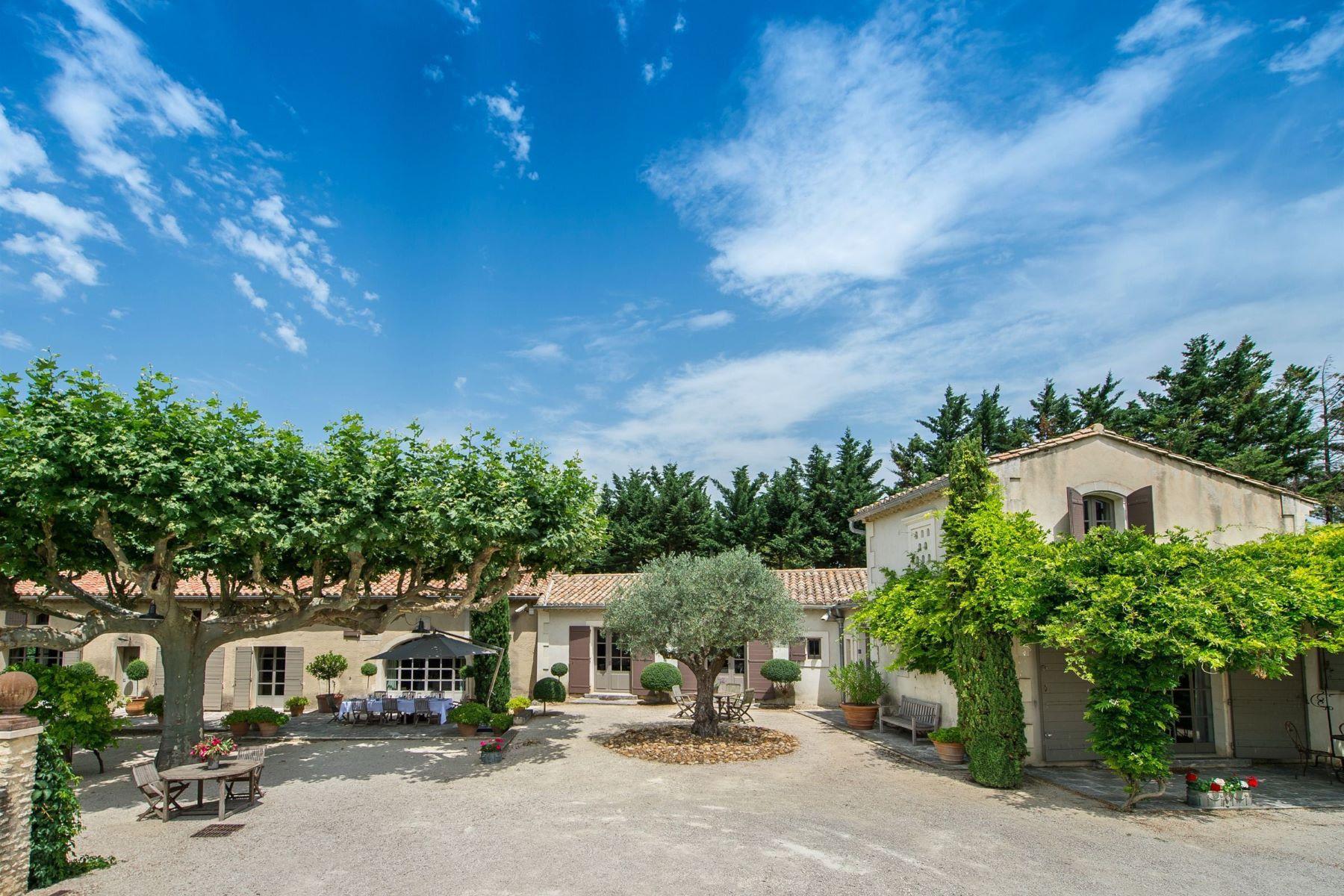 Single Family Homes por un Venta en A beautiful Provencal property Eyragues, Provincia - Alpes - Costa Azul 13630 Francia
