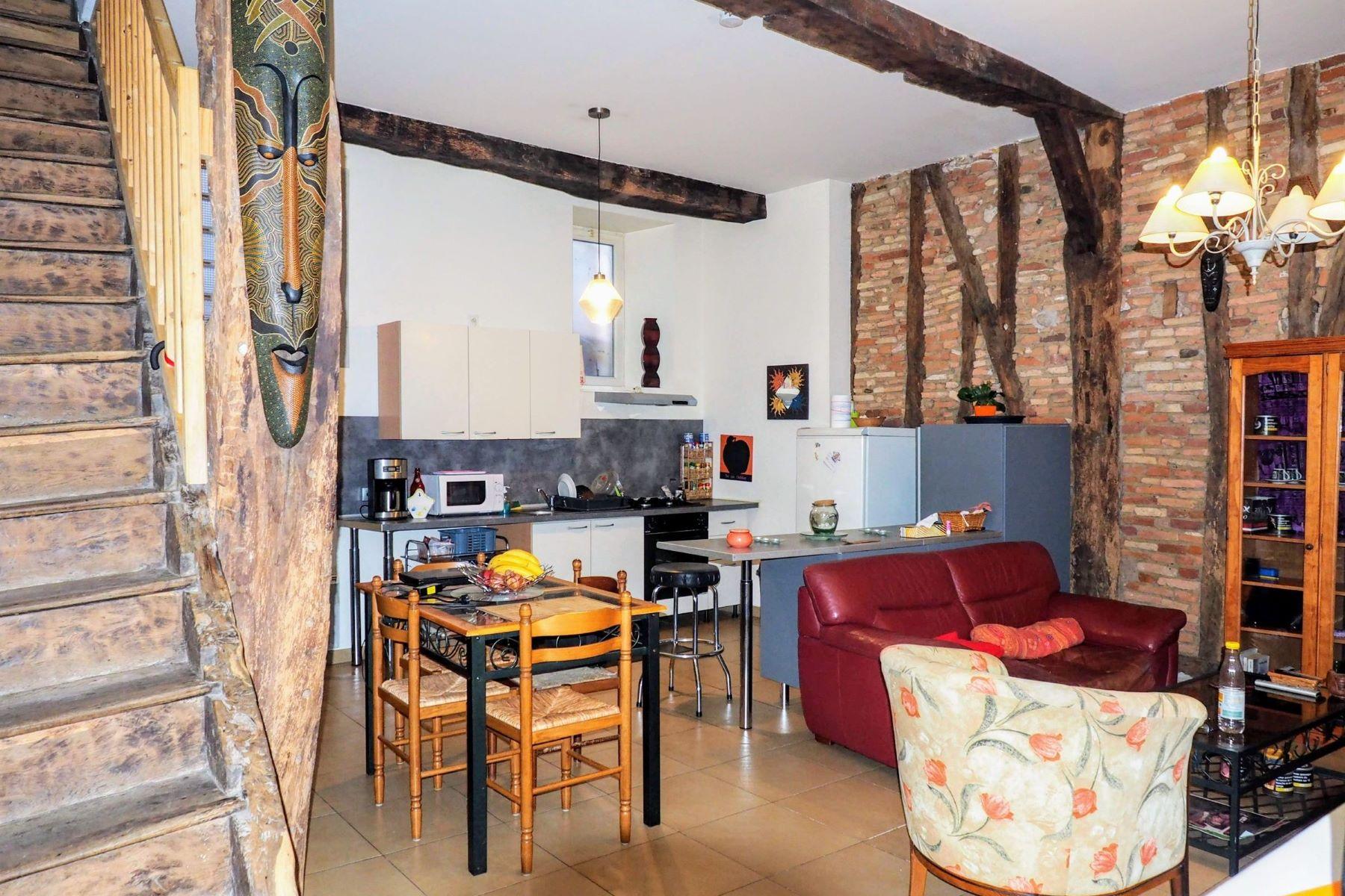 townhouses for Sale at GRAULHET Centre historique, jolie petite maison Graulhet, Midi Pyrenees 81300 France