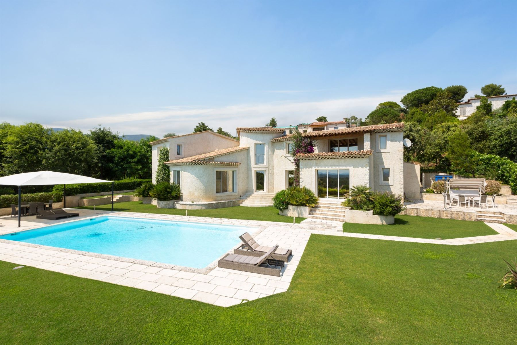 Single Family Homes por un Venta en Panoramic sea views in a prestigious Domain in Saint-Paul-de-Vence Other Provence-Alpes-Cote D'Azur, Provincia - Alpes - Costa Azul 06570 Francia