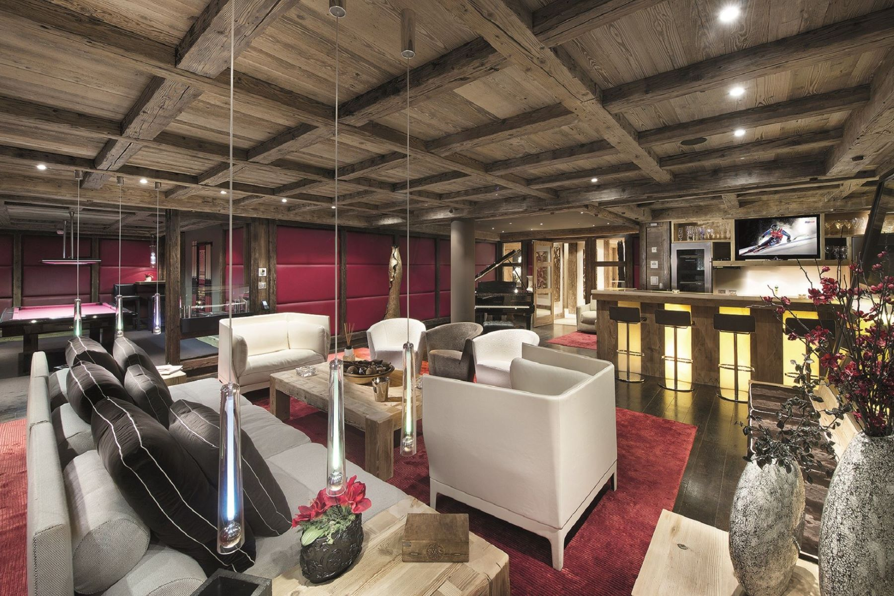 Additional photo for property listing at Luxury chalet with indoor pool for sale in the French Alps  Courchevel, Rhone-Alpes 73120 France