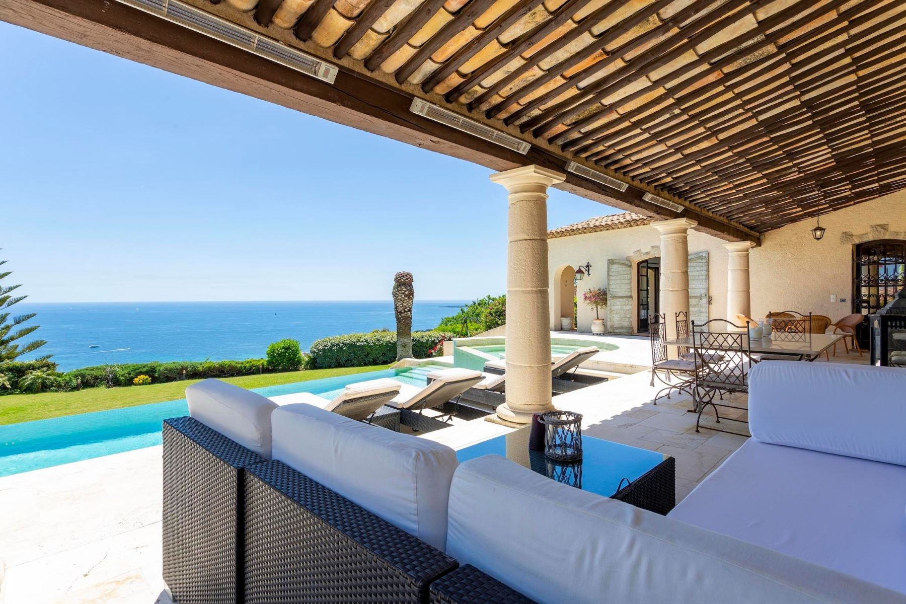 Single Family Homes por un Venta en Neo-provenal style villa with panoramic sea views on the heights of Cannes Vallauris, Provincia - Alpes - Costa Azul 06220 Francia