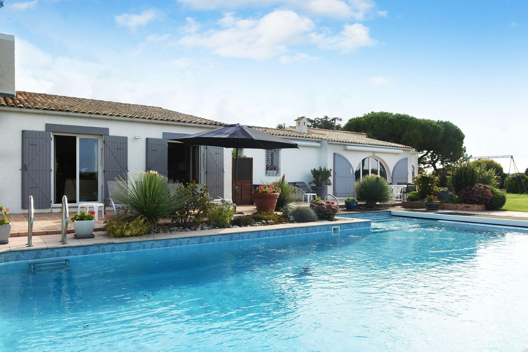 Single Family Homes por un Venta en Prestigious property near La Rochelle Marsilly, Poitou-Charentes 17137 Francia