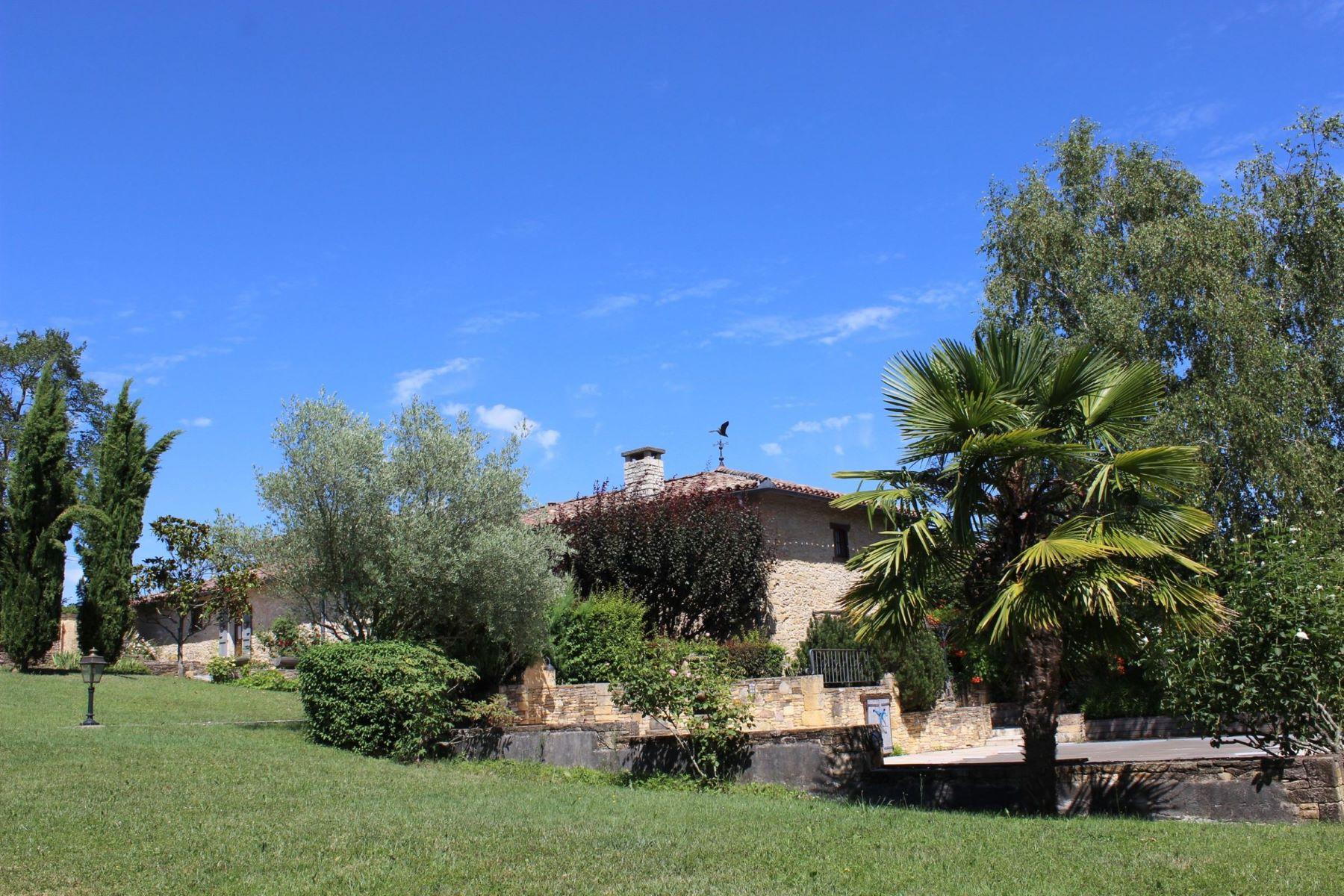农场 / 牧场 / 种植园 为 销售 在 property with exceptional renovation Other Midi Pyrenees, Midi Pyrenees 31360 法国
