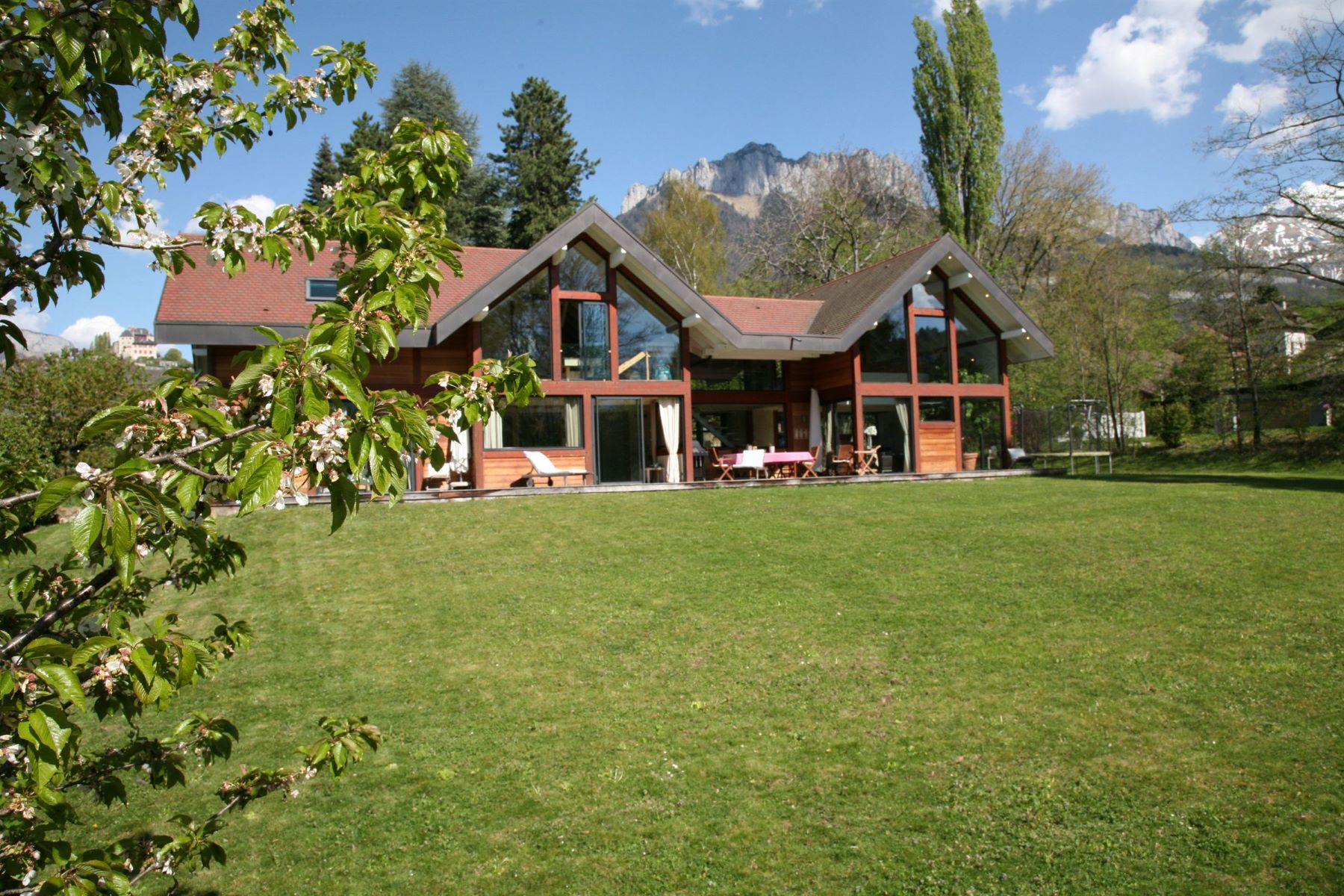 獨棟家庭住宅 為 出售 在 Villa de grand standing entre lac et village Other Rhone-Alpes, Rhone-Alpes, 74290 法國
