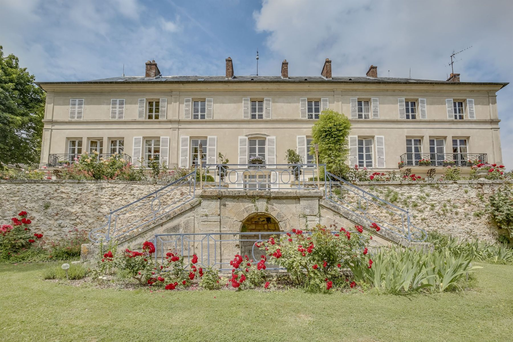 Single Family Homes for Active at Prestigious property in Evecquemont Orgeval, Ile-De-France 78630 France