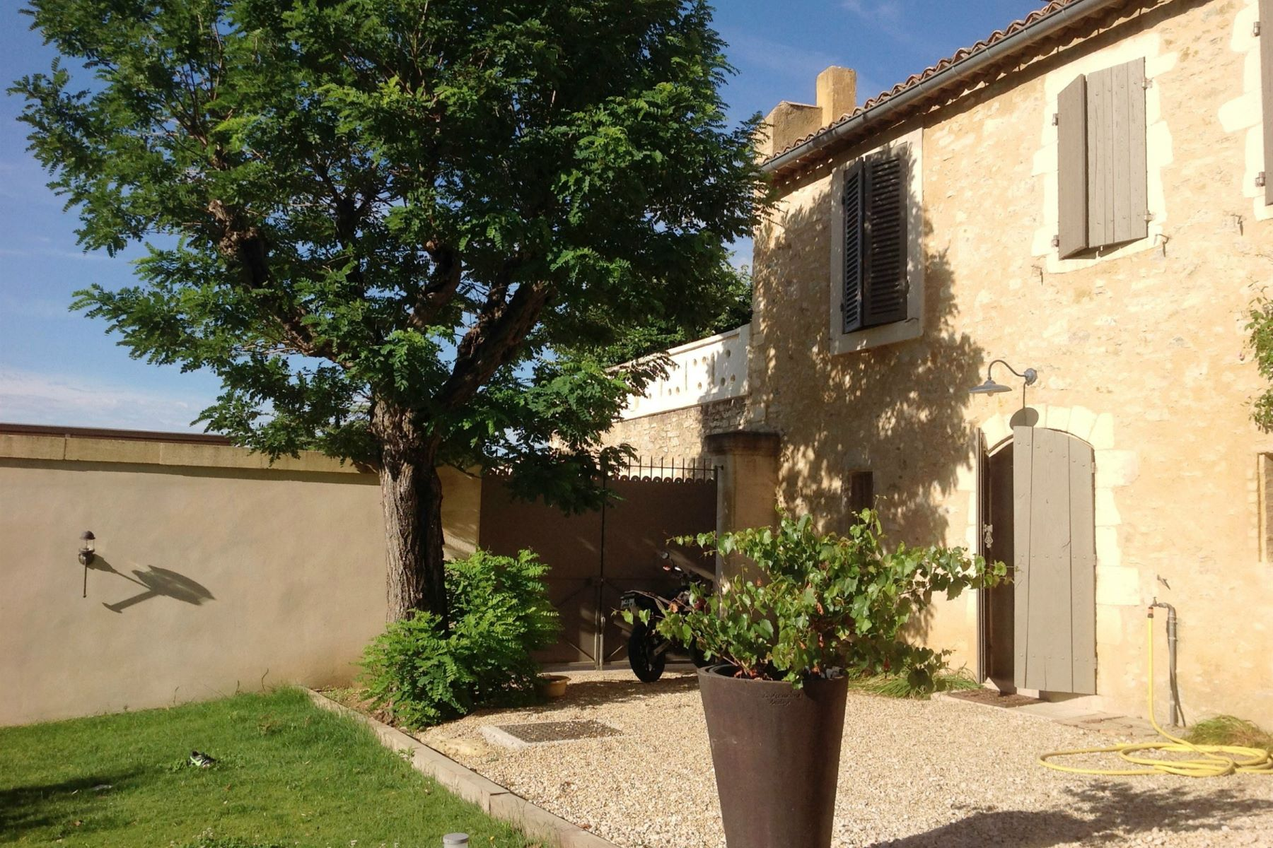واحد منزل الأسرة للـ Sale في UZES - WONDERFUL PROPERTY Uzes, Languedoc-Roussillon, 30700 France